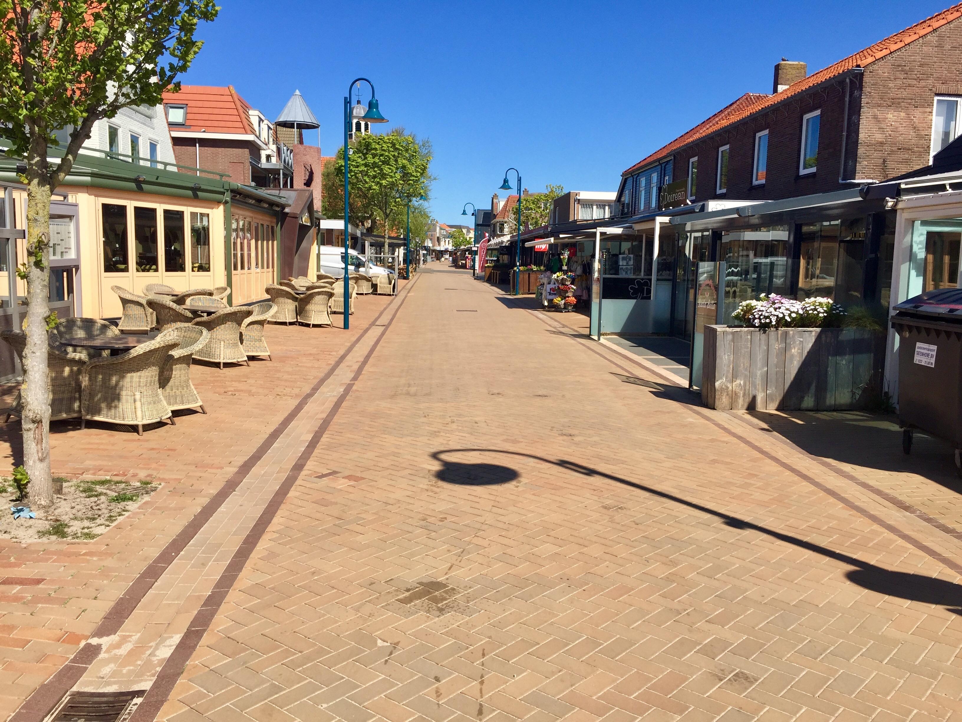 Meivakantie. Normaal is Texel dan vol, nu is het eiland uitgestorven. Nauwelijks een toerist te zien. Sommige eilanders genieten van die rust. Maar ondernemers worden hard geraakt. 'Dit heb ik nog nooit meegemaakt' [Longread]