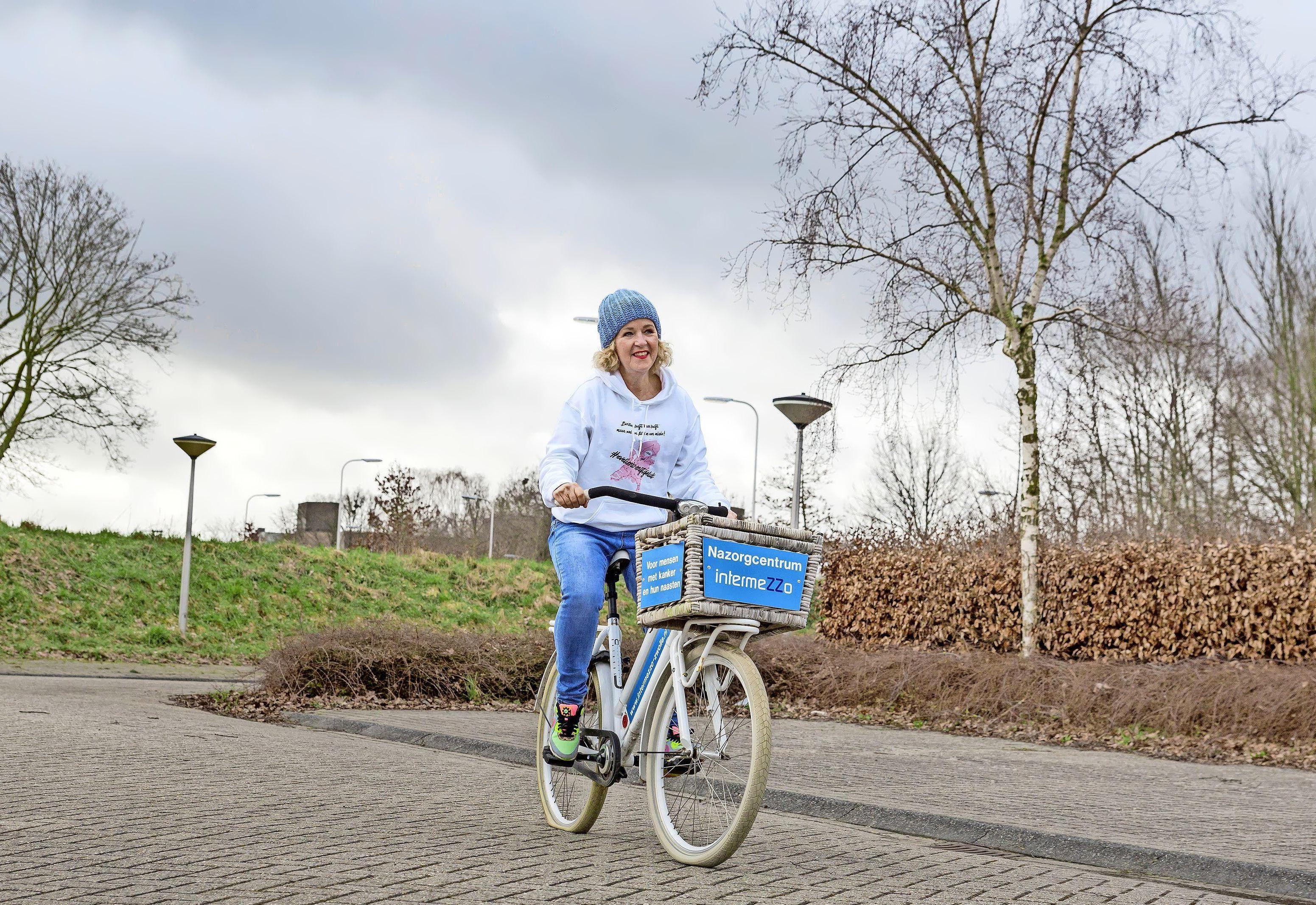 Ex-kankerpatiënt Evelien van der Werff, die 2000 kilometer fietst langs 75 inloophuizen, doet ook Pisa in Hoorn even aan. En Marinet Koeman uit Hoorn ook, met een eigen actie