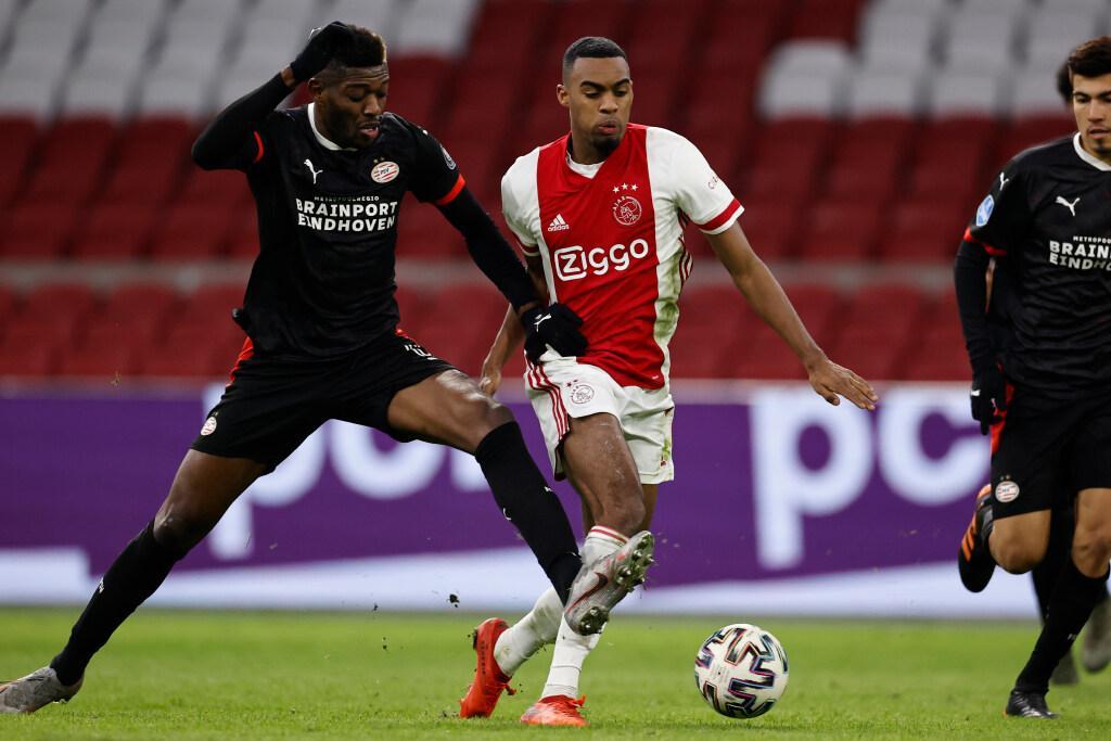 Topper tussen Ajax en PSV eindigt onbeslist: 2-2 [video]