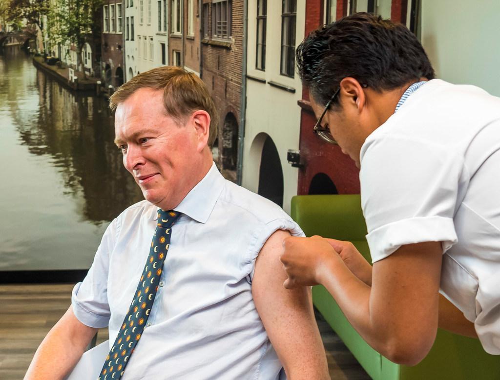 'Griep komt onder zorgmedewerkers vaker voor dan onder de rest van de bevolking'. Toch weigert gros ziekenhuispersoneel jaarlijkse vaccinatie