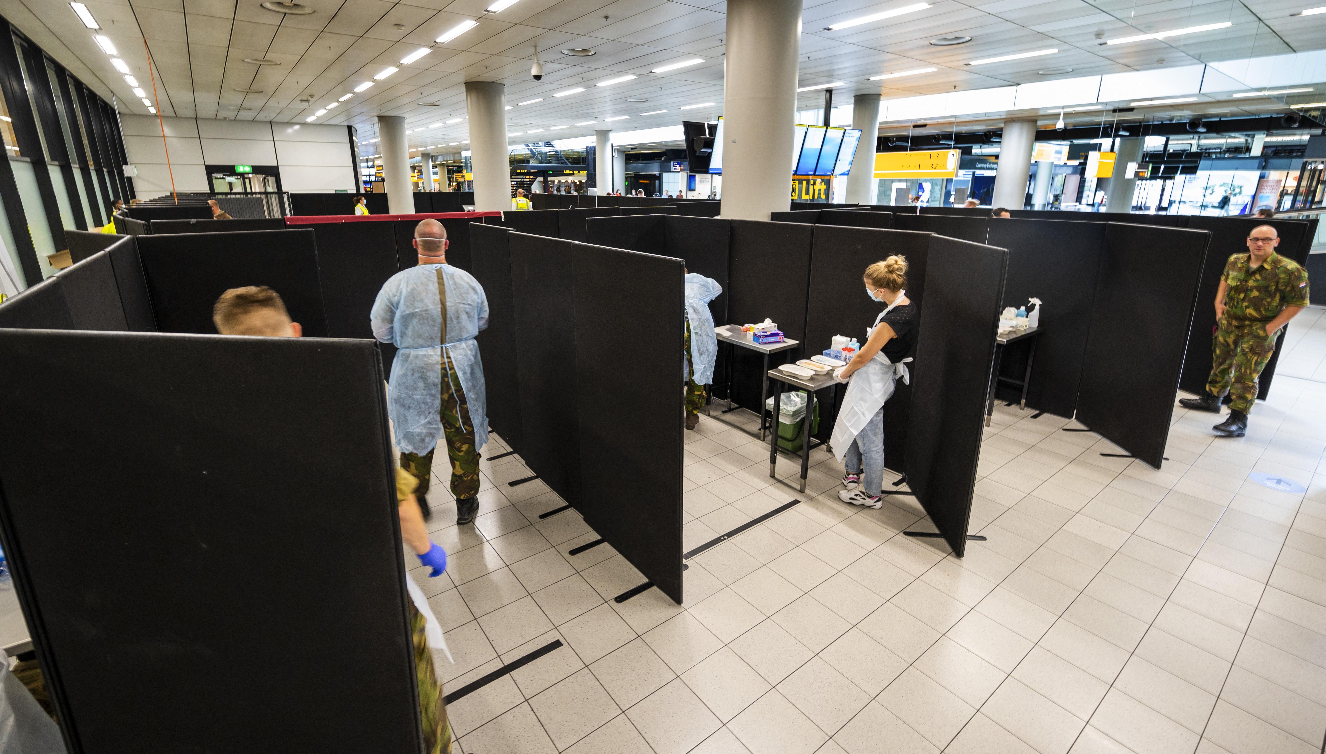 Coronateststraat Schiphol gaat opschalen. Nog niet iedereen uit risicogebieden kan worden getest