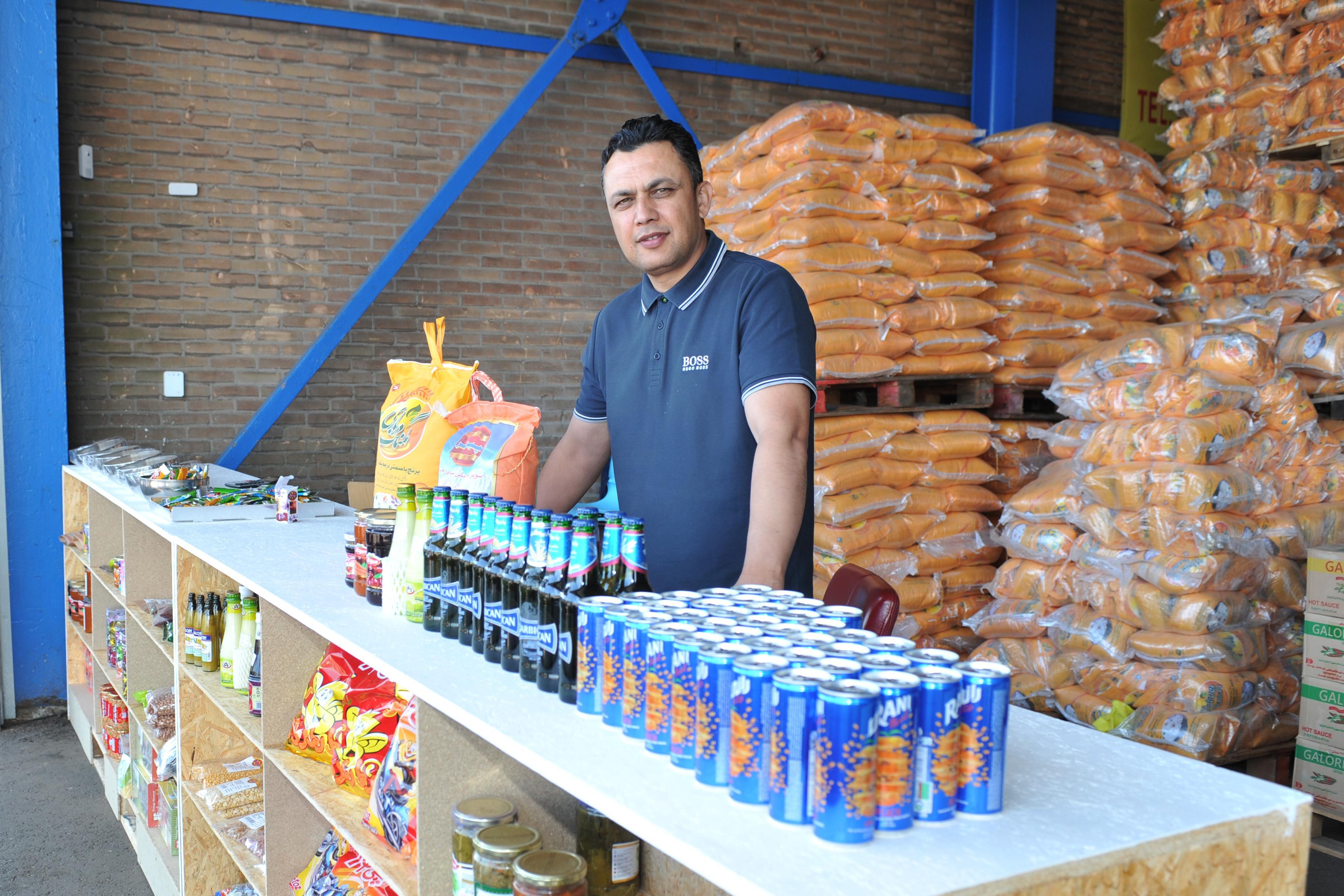 Farad opende groothandel met Afghaanse producten op Beverwijkse Bazaar en wil zo ook zijn geboorteland helpen