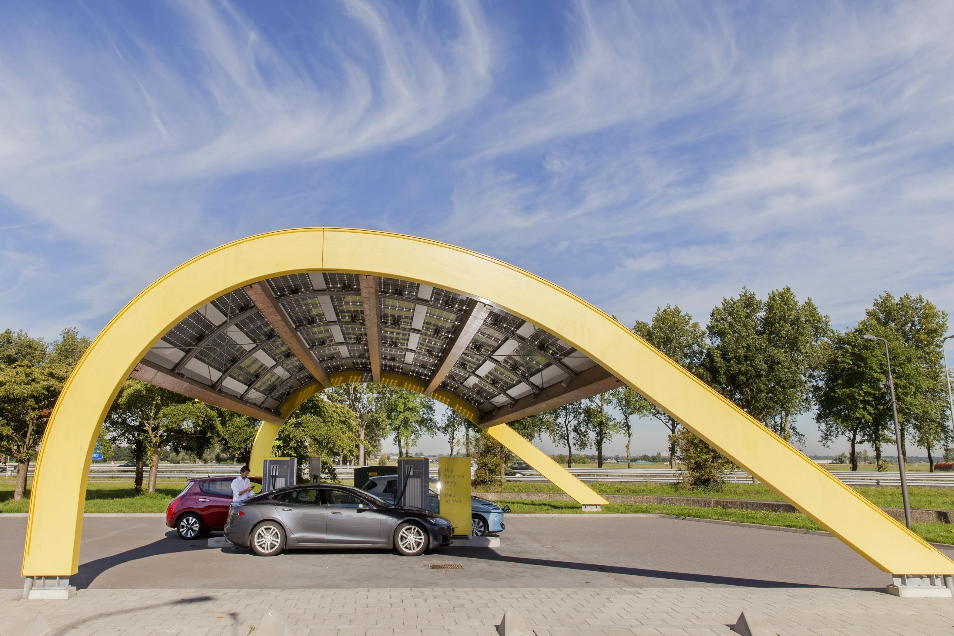 Fastned wint rechtszaak om beheer laadpalen bij A4-brugrestaurant
