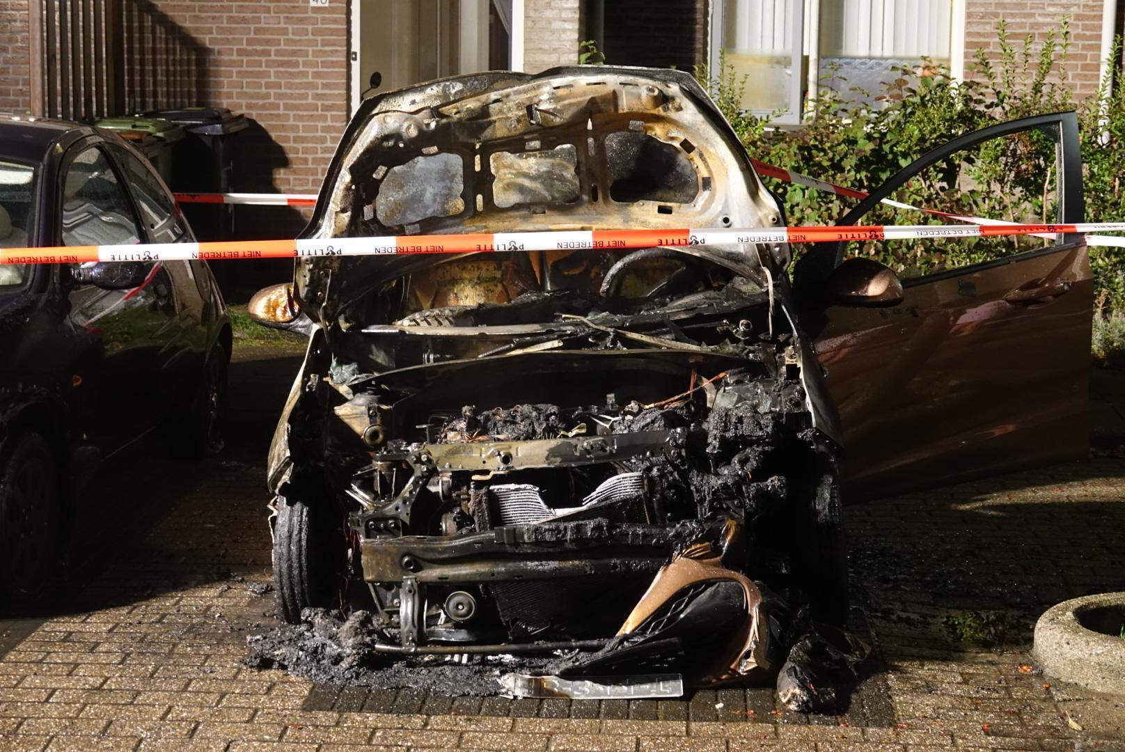 Auto verwoest door brand in Purmerend