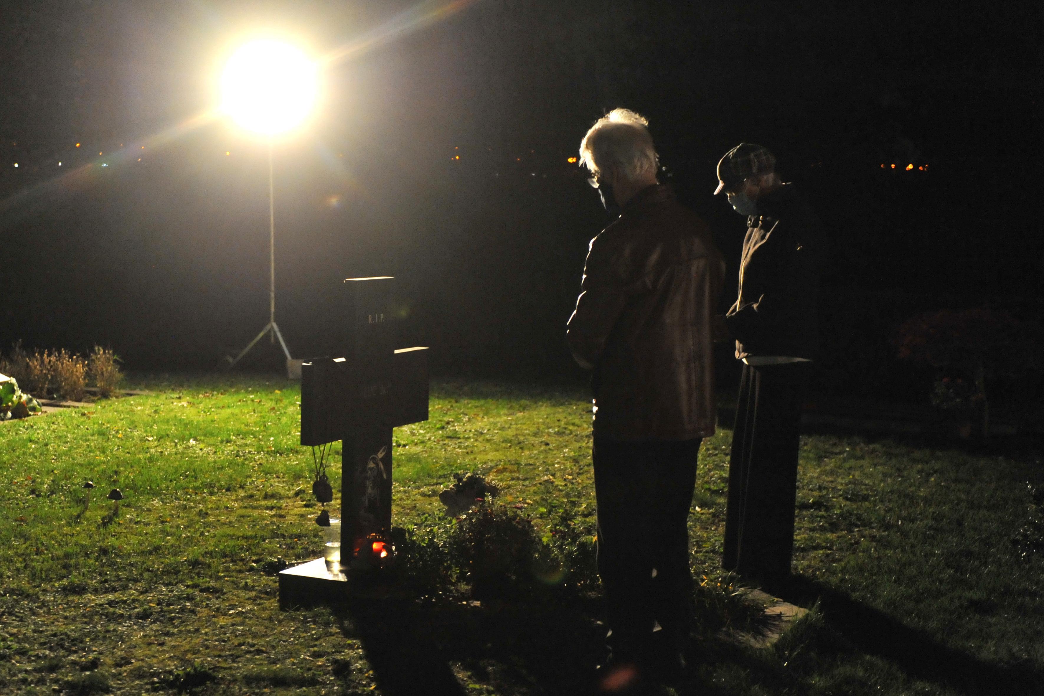Katholieke IJmonders herdenken hun doden via livestream [video]