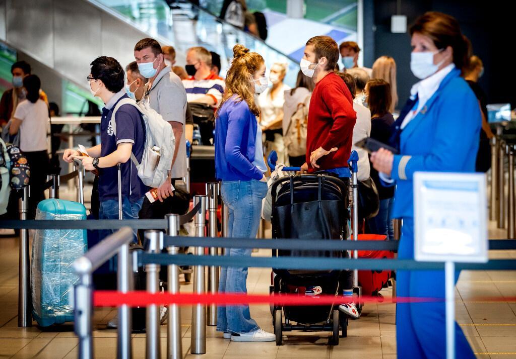 FNV waarschuwt voor chaos op Schiphol als vakantiedrukte losbarst