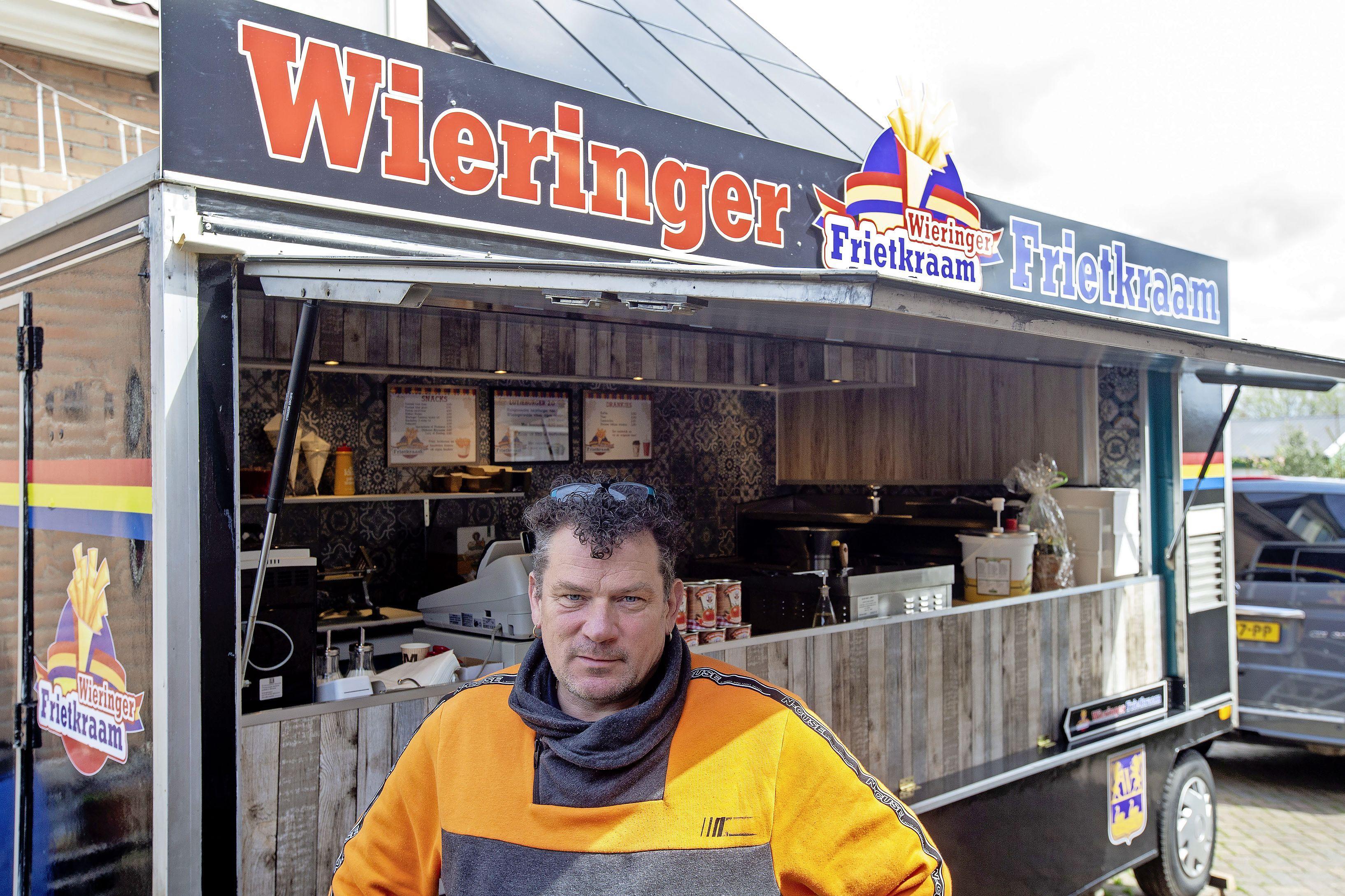 Ze knalden uit elkaar en Ingo gaf bijna op. Maar nu verkoopt hij zijn eigen Kikkert Kroket vanuit de Wieringer Frietkraam. En straks misschien ook wel bitterballen met gerookte paling
