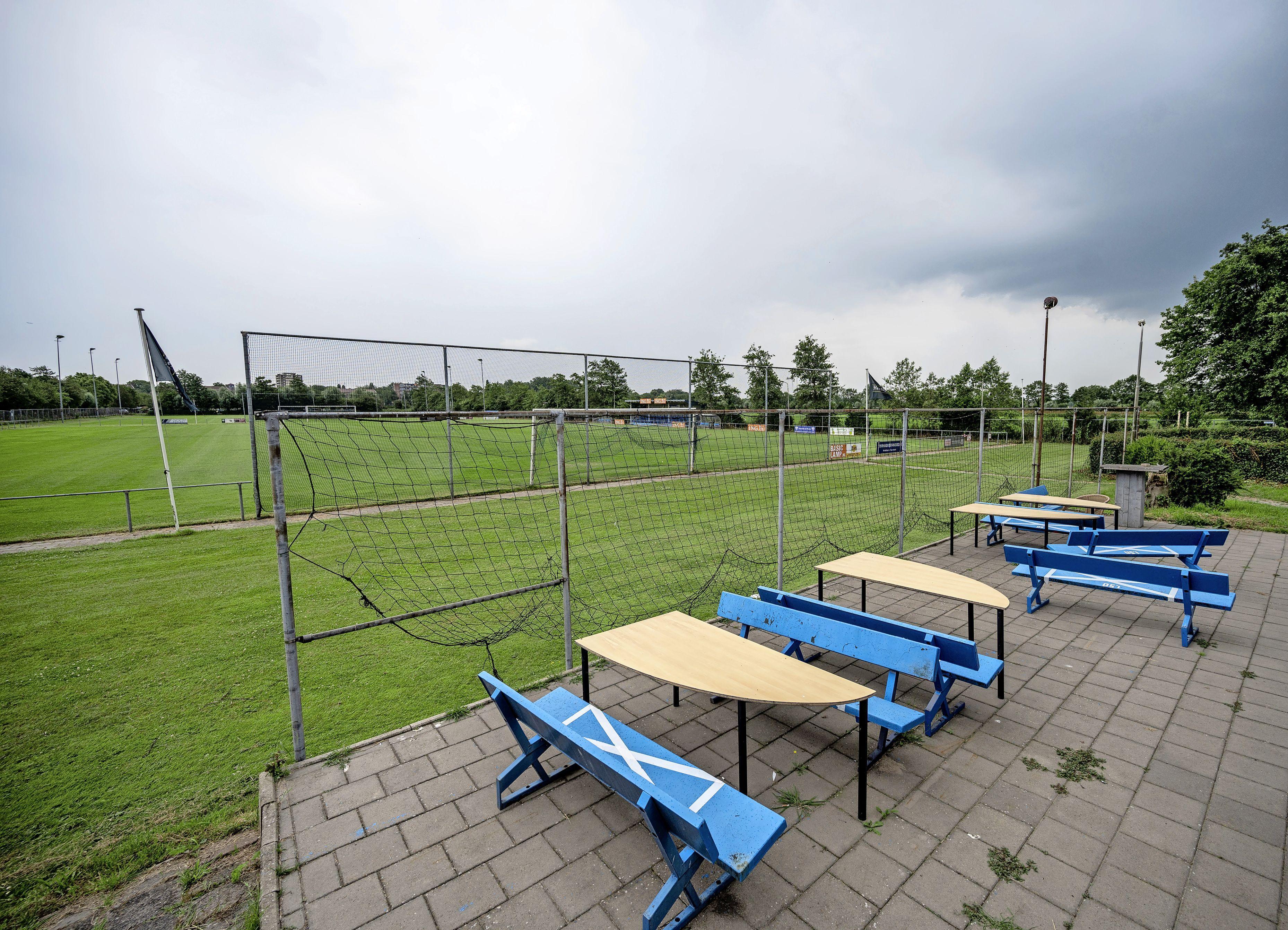 Grand Prix-liefhebbers kunnen kamperen in Santpoort-Zuid. Een sportveld van De Elta is omgetoverd tot camping, inclusief tenten bar, foodcorner, toiletten en douches