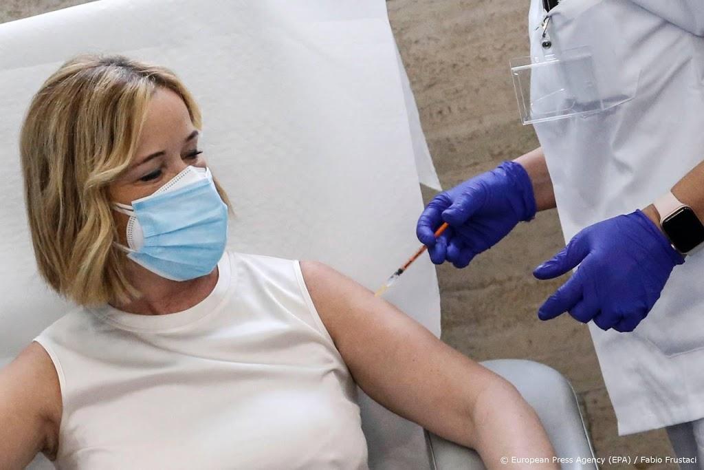 Duizenden uitnodigingen voor eerste vaccinaties de deur uit