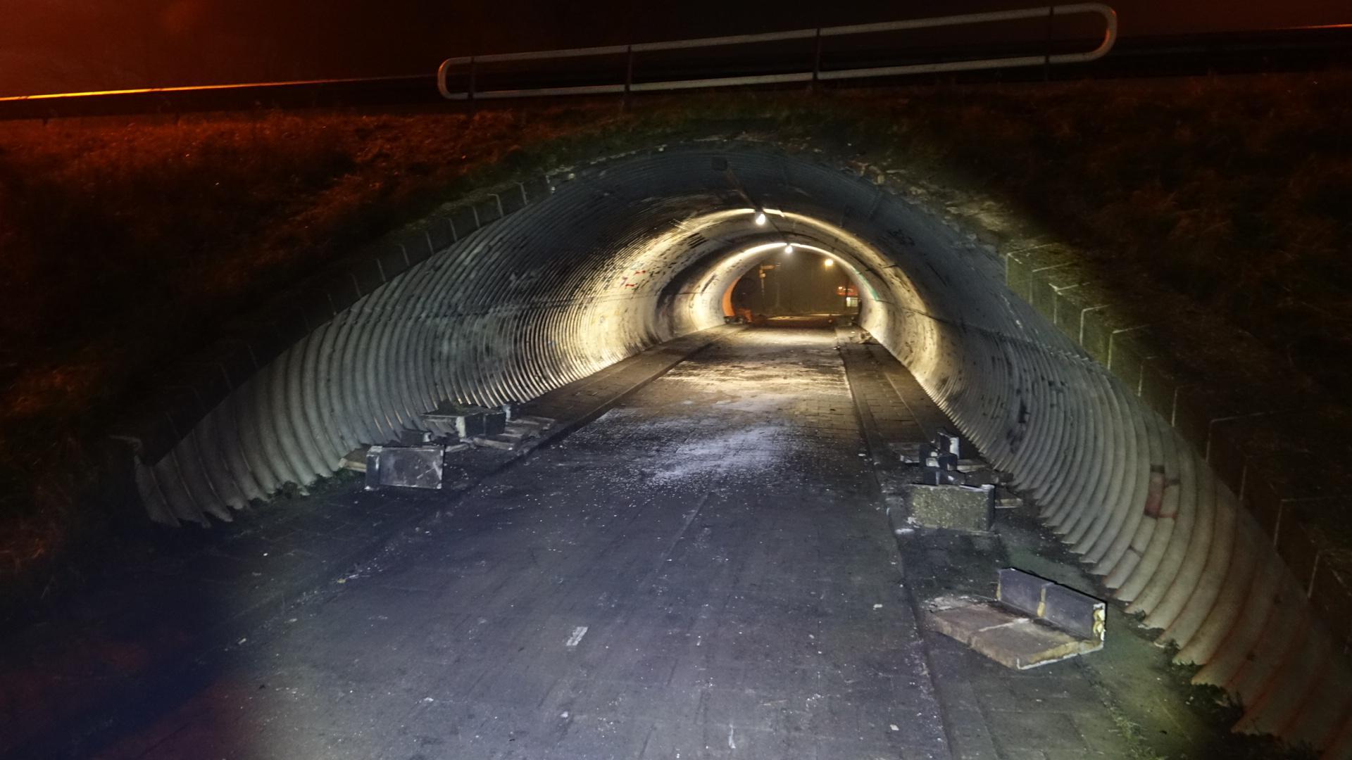 'Zes cobra's en 75 liter benzine': fietstunnel in Wognum flink beschadigd door explosie [video]