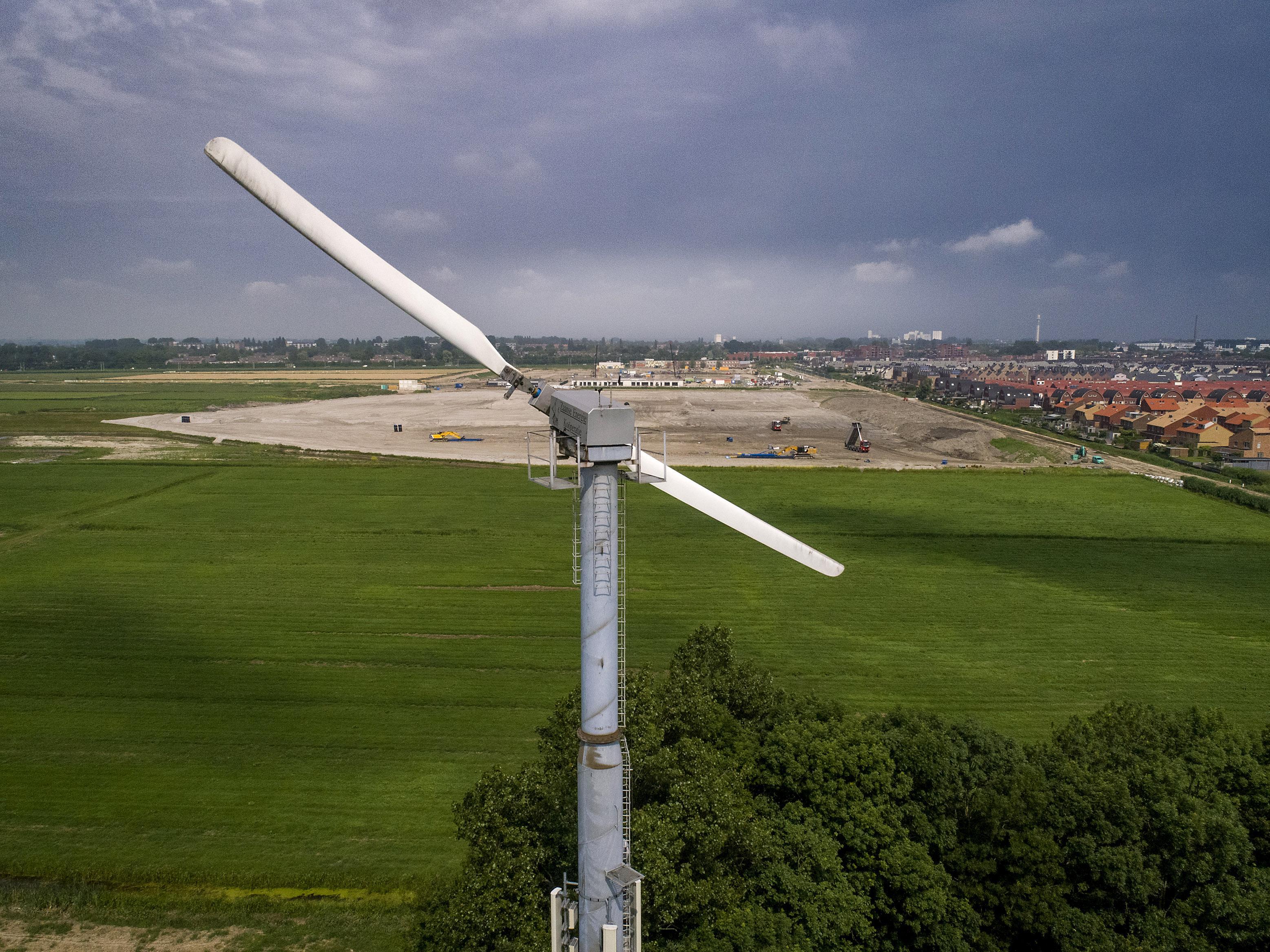 'Windmolens of zonnepanelen langs de A7? Onderzoek het tenminste'