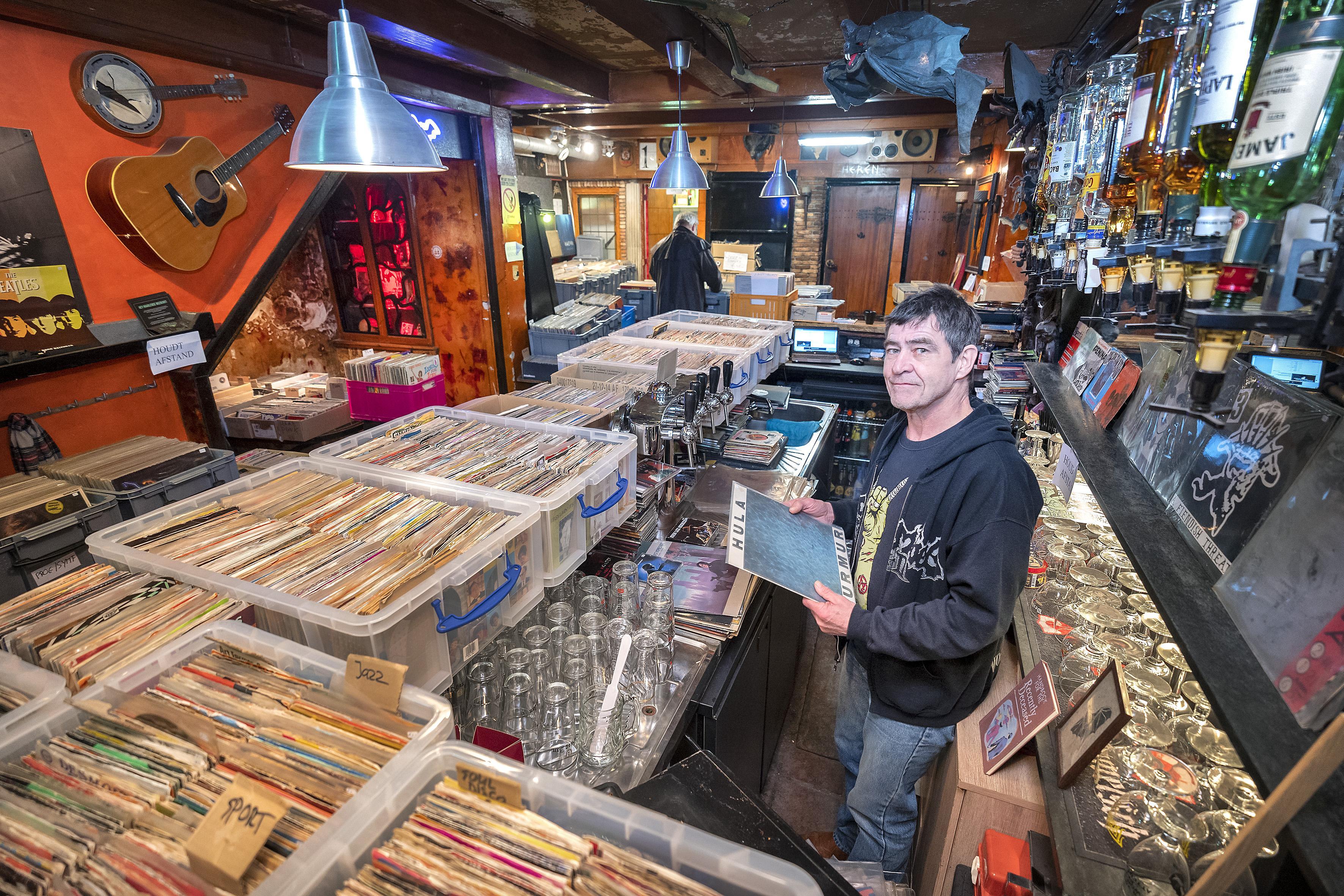 Virus Records: Tijdelijk geen biertjes maar lp's op de bar bij Lugosi's