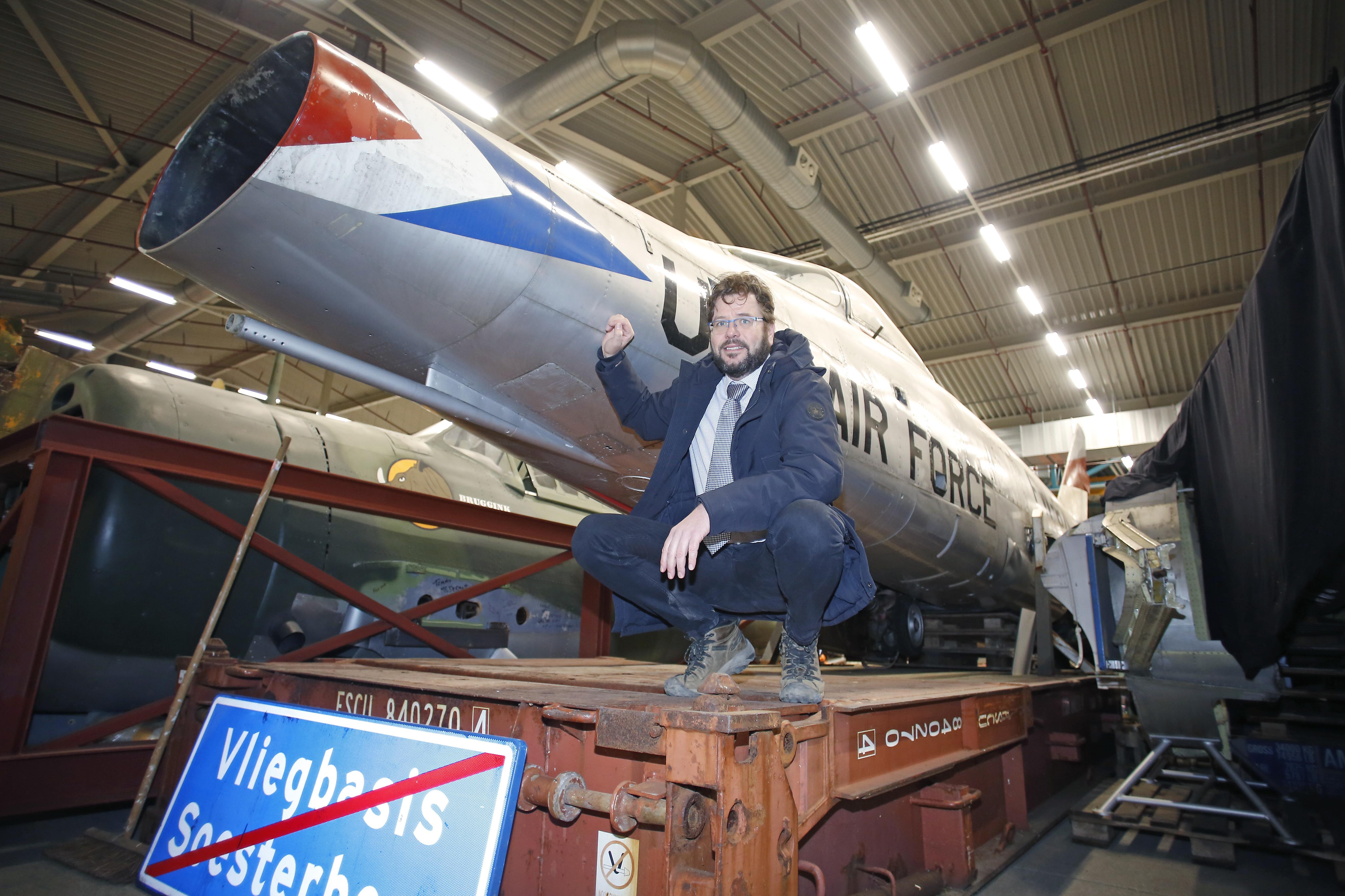 Straks weer helemaal als nieuw, de F-100 Super Sabre van Soesterberg, u weet wel, die van de sonic boom en de crashes; Met dank aan een crowdfund-actie