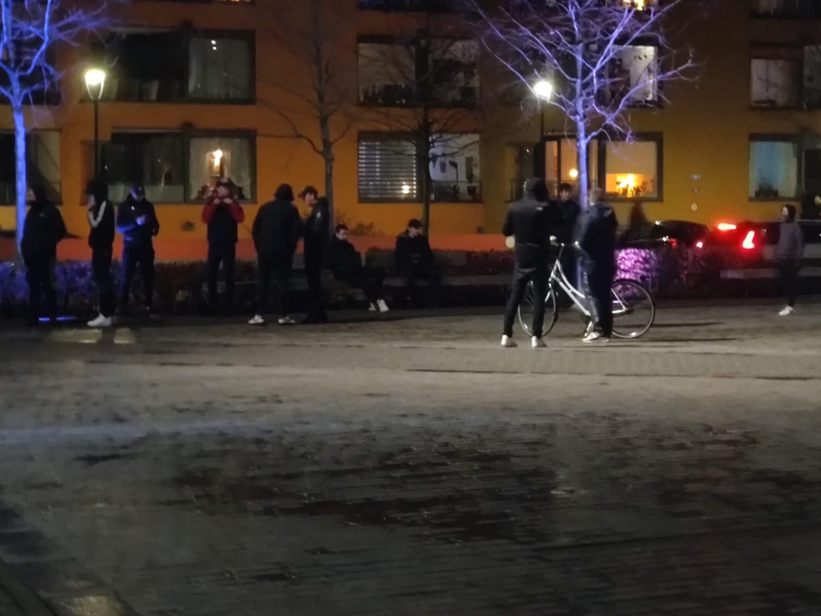Noodverordening van kracht in Hilversum, politie veegt Groest en Marktplein leeg [update]
