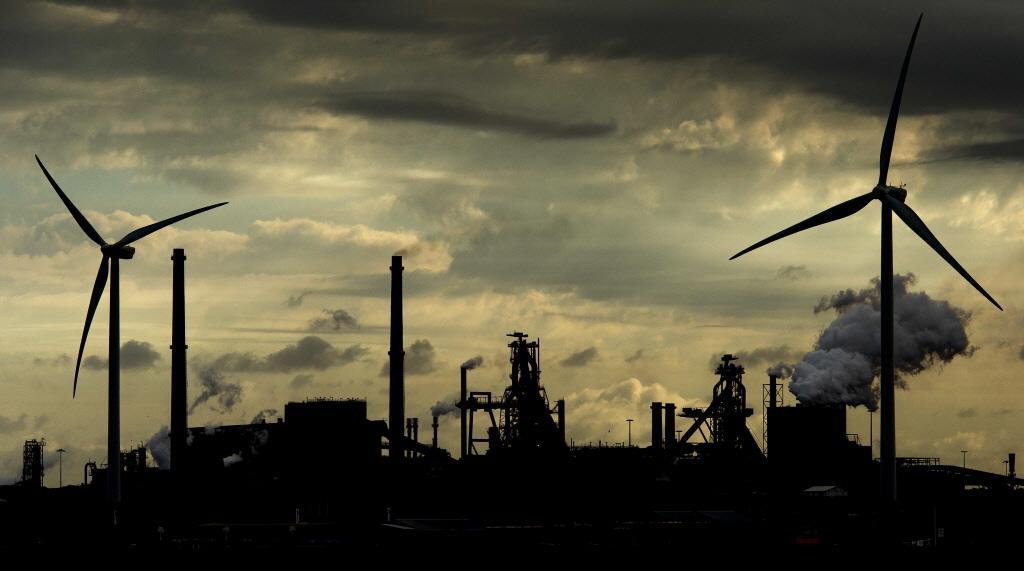 Milieu-inspecteurs nemen hun intrek in De Moriaan in Wijk aan Zee, onder de rook van Tata Steel