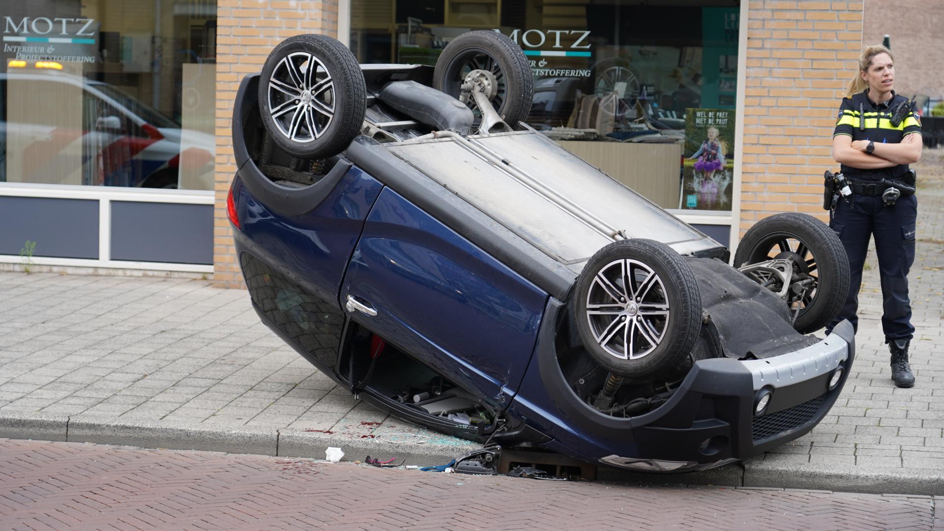Brommobiel slaat over de kop bij botsing in Heemskerk, bestuurster gewond