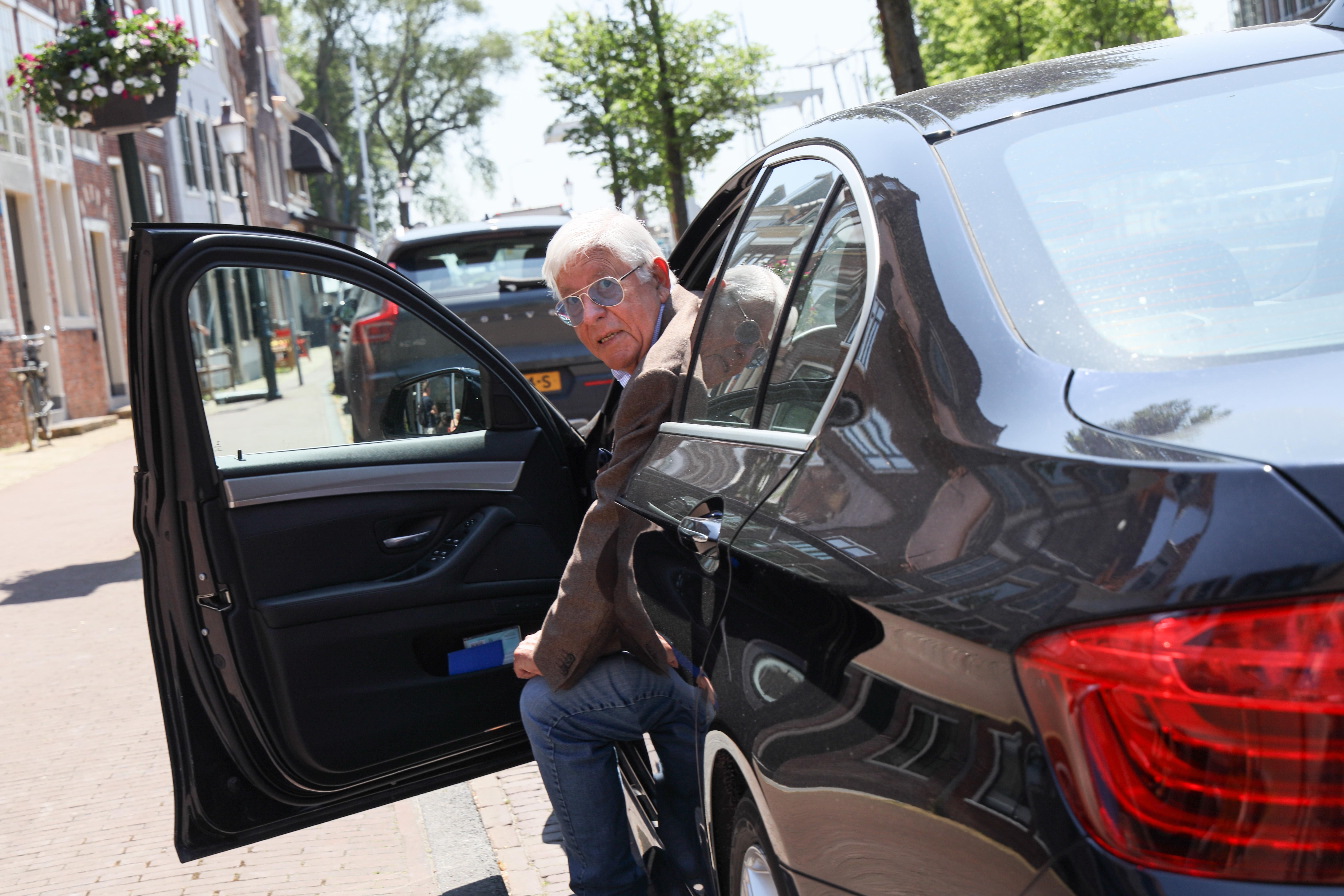 Oud-vliegtuigverkoper Hendrik Baay is 'juridisch uitgespeeld'. Drie jaar lang vocht hij tevergeefs tegen een verkeersboete in Hoorn, de kosten vertienvoudigden