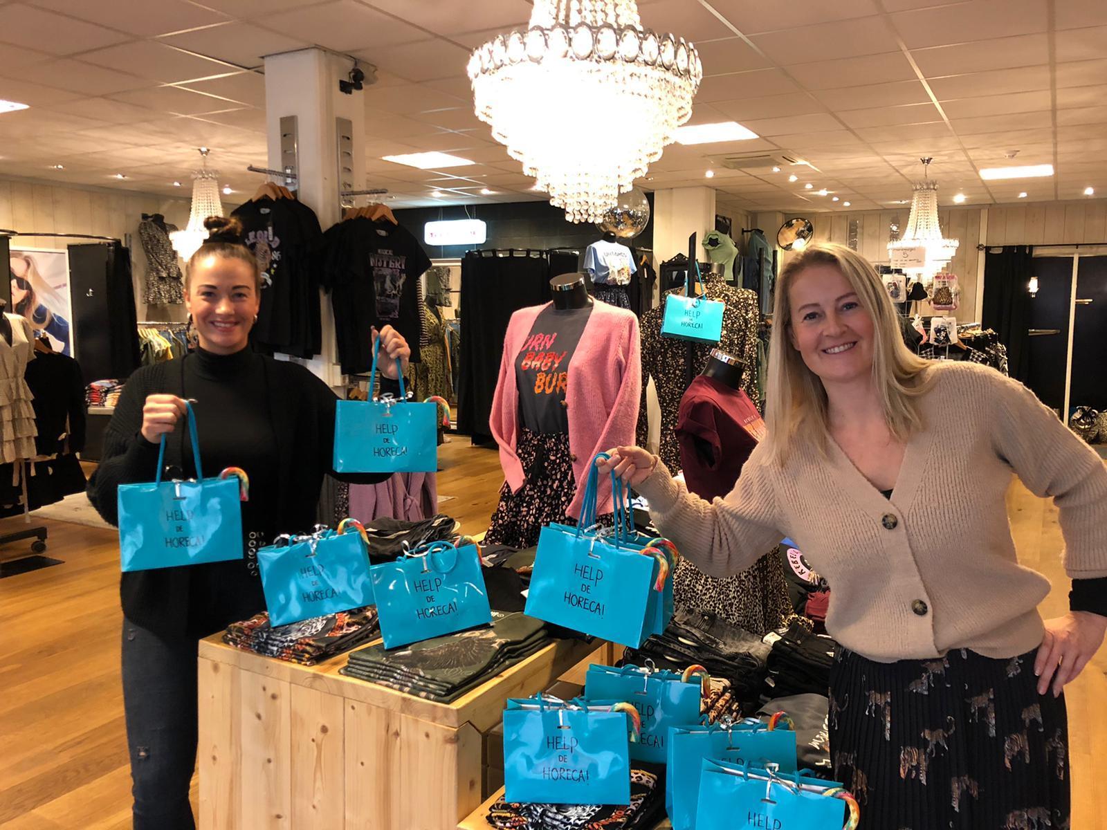 Ondernemers steunen horeca, politiek steunt ondernemers in coronatijd: goodiebags voor eetcafé De Buren in Bovenkarspel ook leuk voor mensen in de zorg