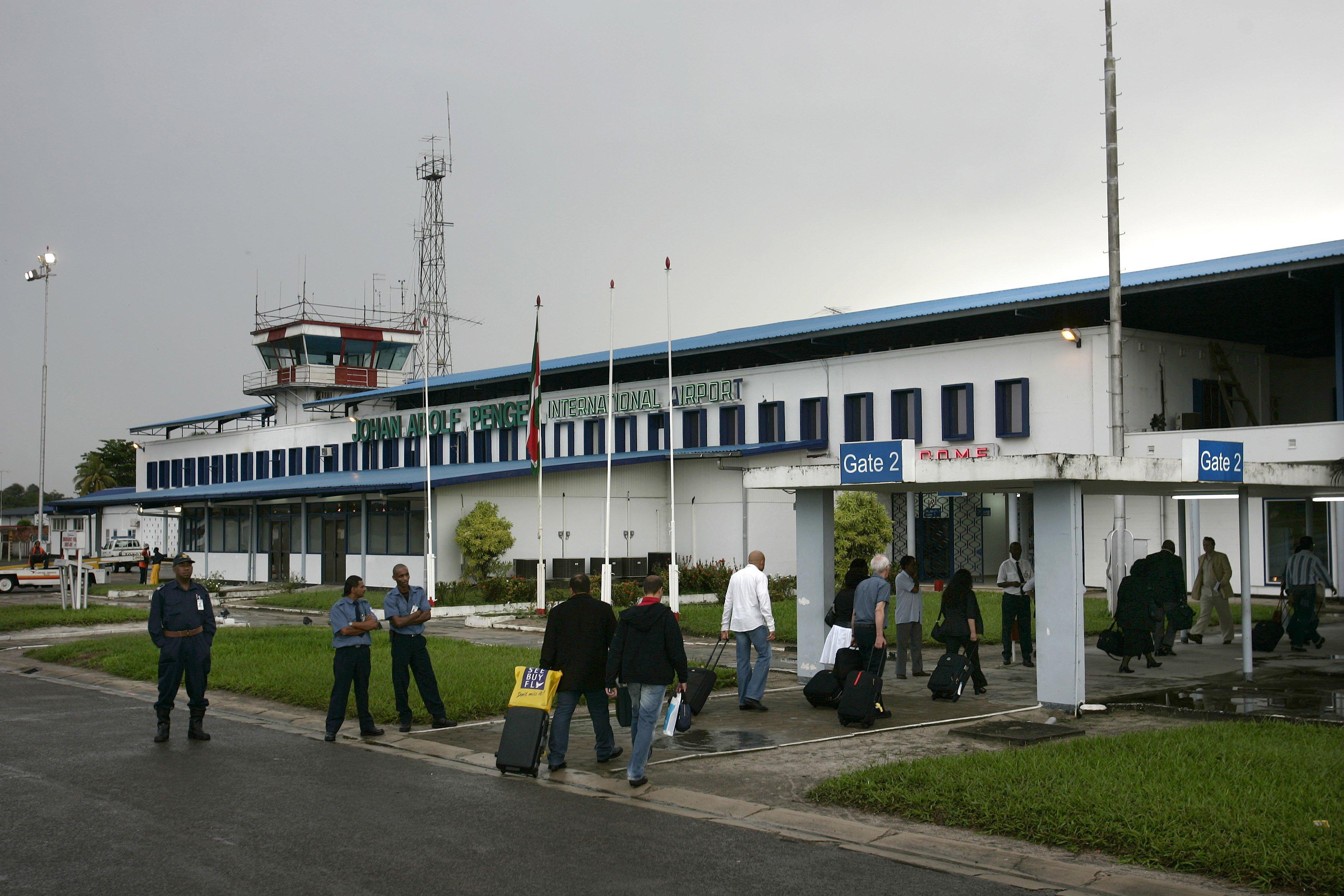 Gestrande Nederlanders kunnen toch uit Suriname vertrekken met SLM