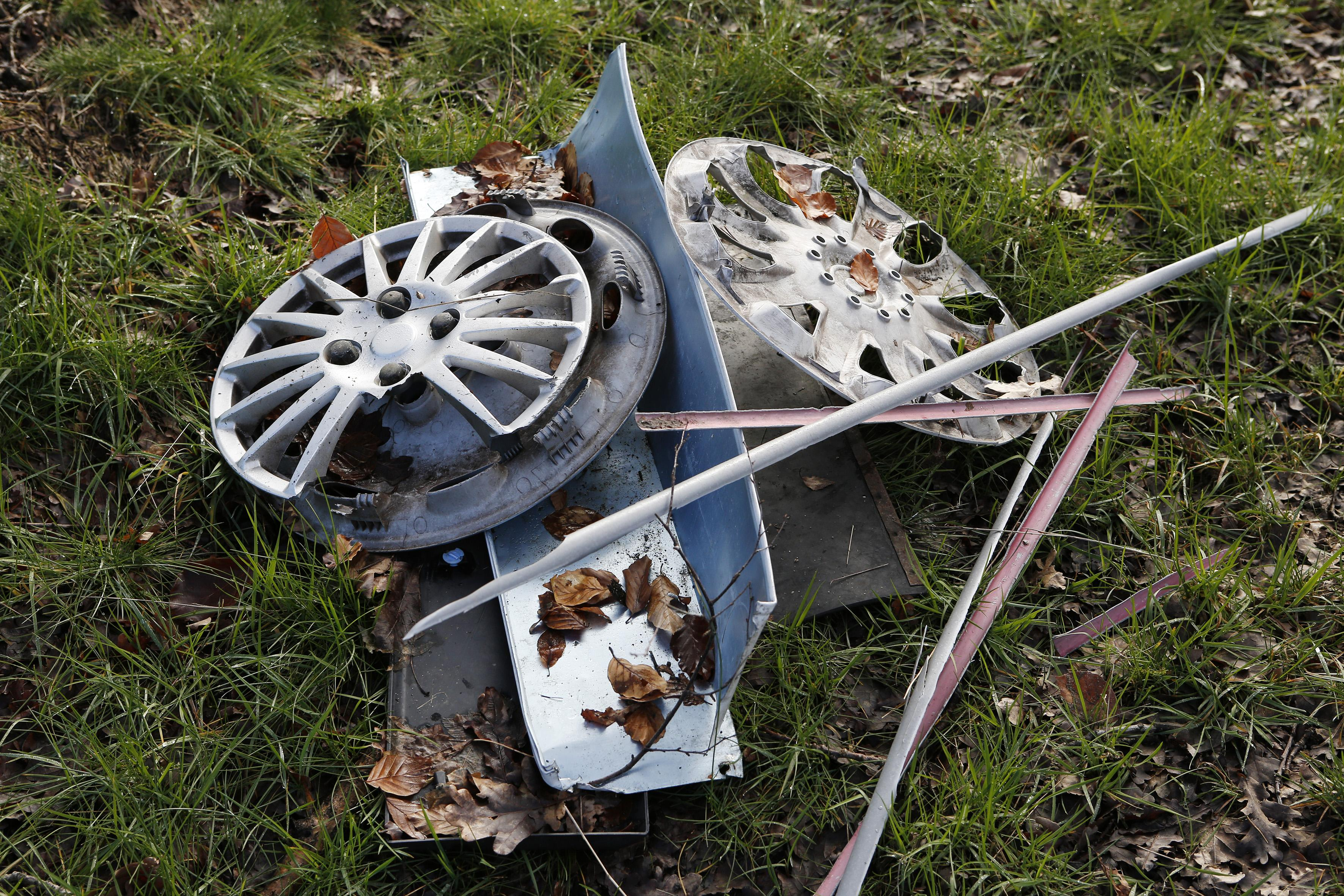 Situatie zwerfvuil in Gooi is onverminderd slecht. Bermbende raapt op eerste dag honderden kilo's afval