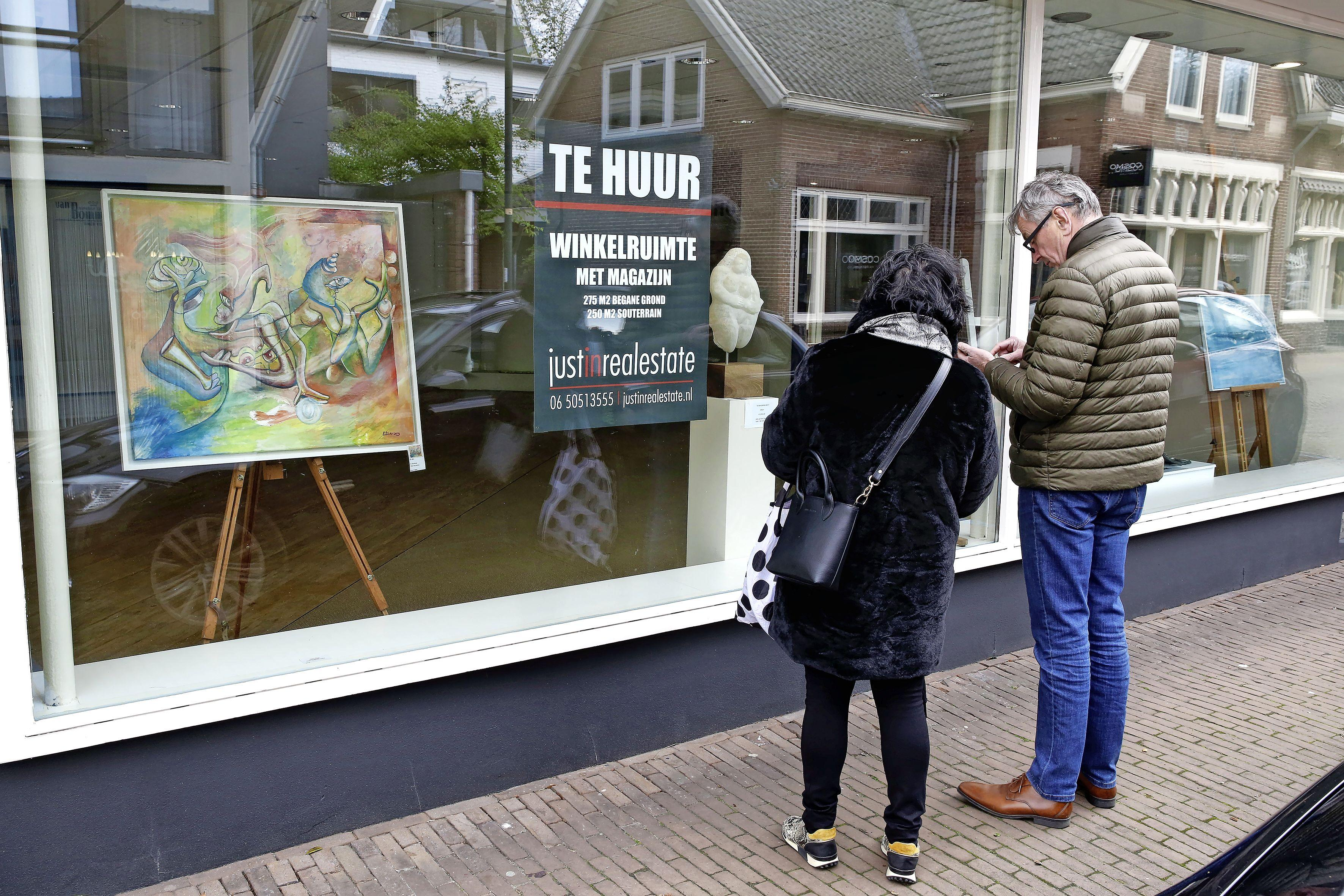'Ideaal is het niet': Op 5 mei kijkt Laren naar Dodenherdenking. Comité schrapt livestream en introduceert kunstwandelroute Vrij Zijn