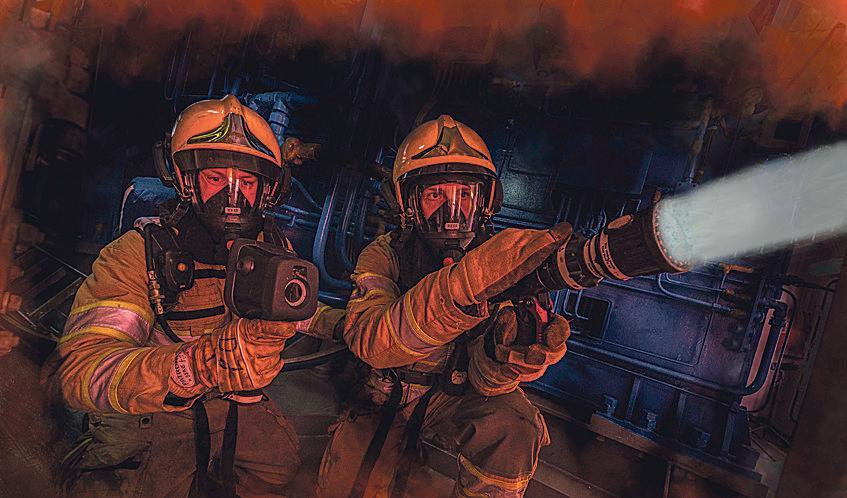 Expertteam voor bestrijden van scheepsbranden actief in Noord-Holland Noord door samenwerking tussen veiligheidsregio en marinebrandweer