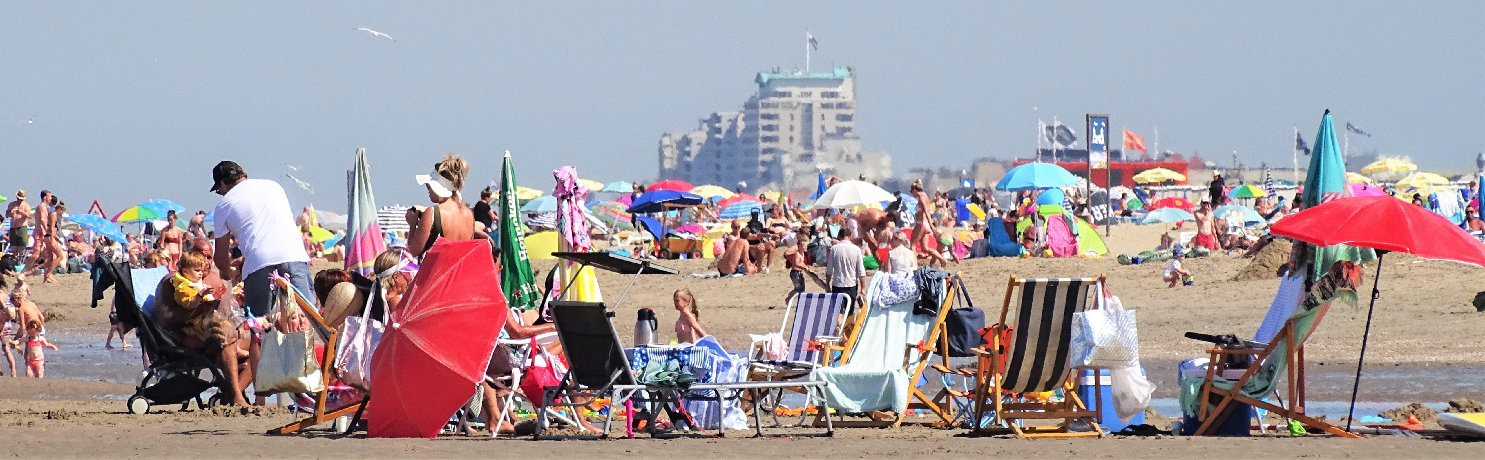 Kustgemeenten ondanks de drukte tevreden: 'We gunnen iedereen een mooi dagje strand'