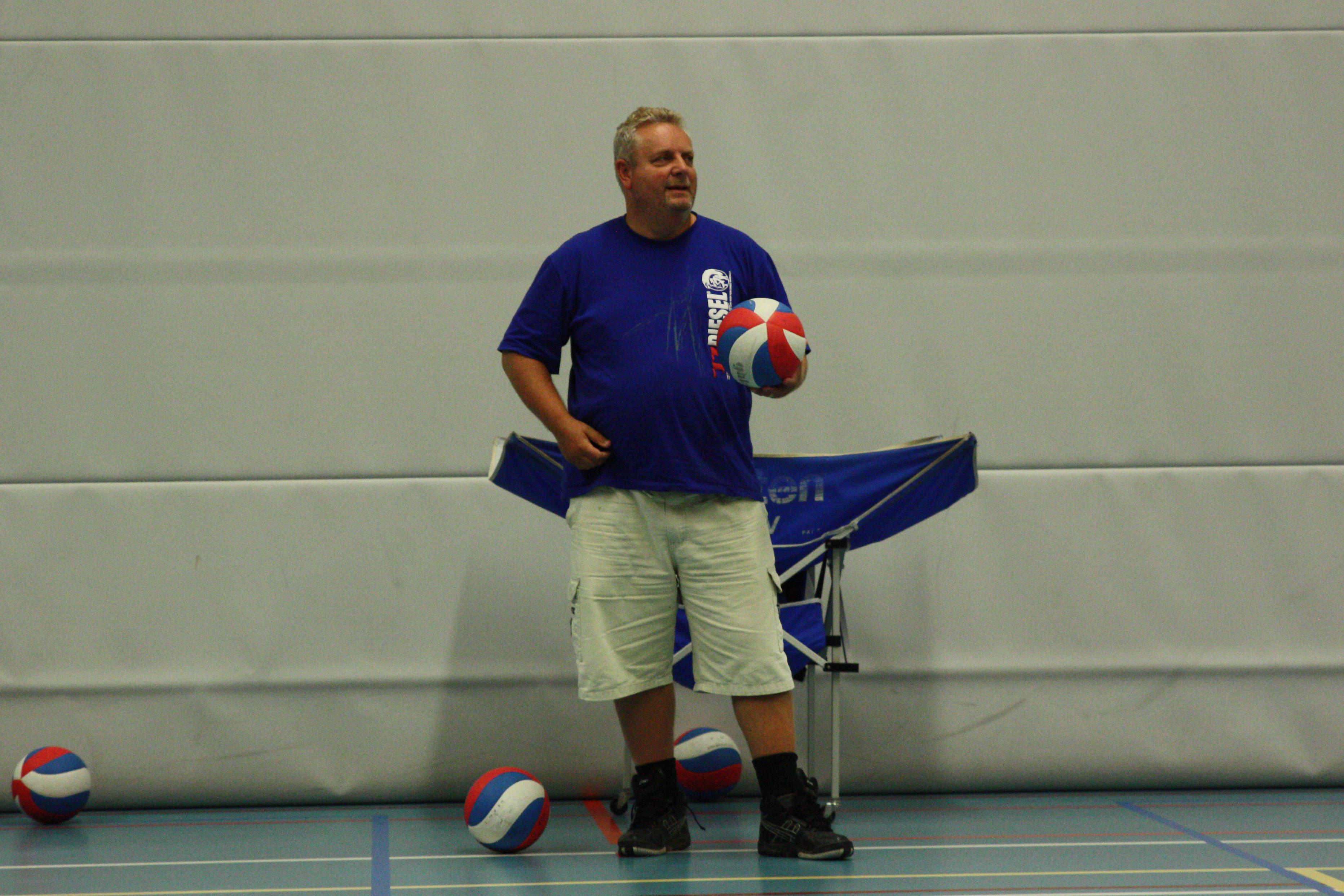 Nieuwe coach Derk de Saegher wil de komende jaren met volleybalsters van Huizen stap maken naar eredivisie