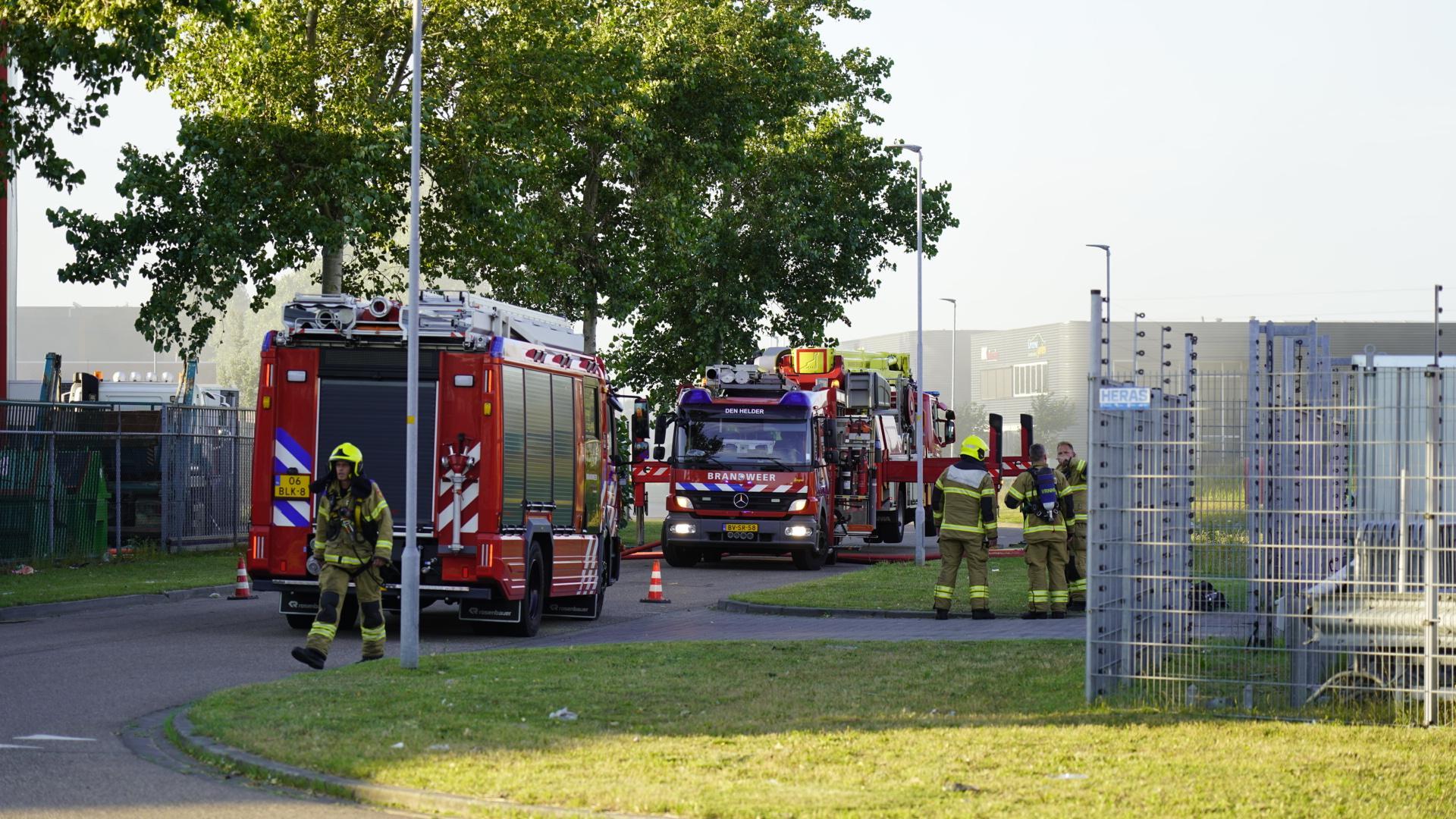 Brand in loods op bedrijventerrein Kooypunt in Den Helder [update]