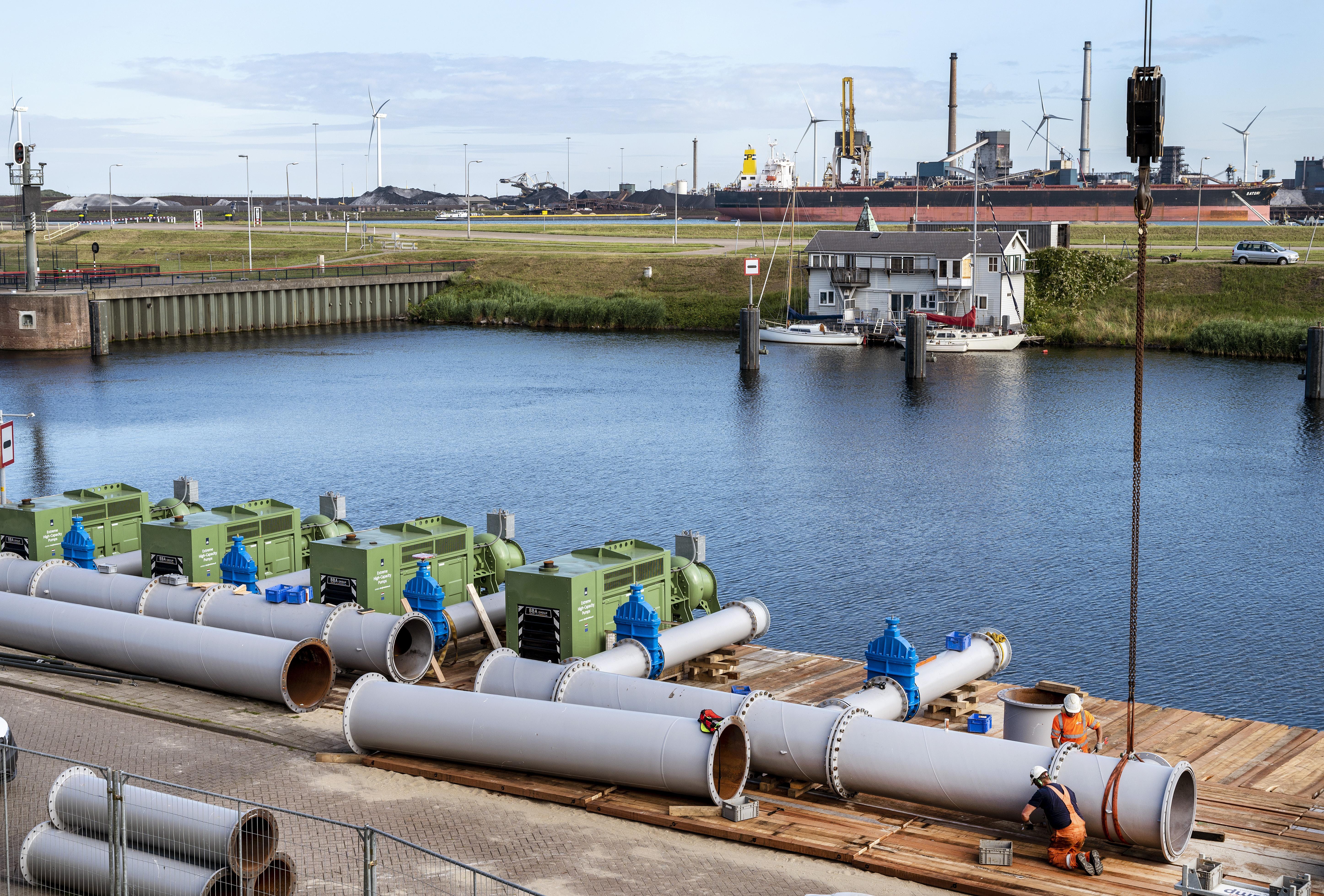 Hoeveel overlast veroorzaken de noodpompen bij IJmuiden? Rijkswaterstaat gaat het deze week testen
