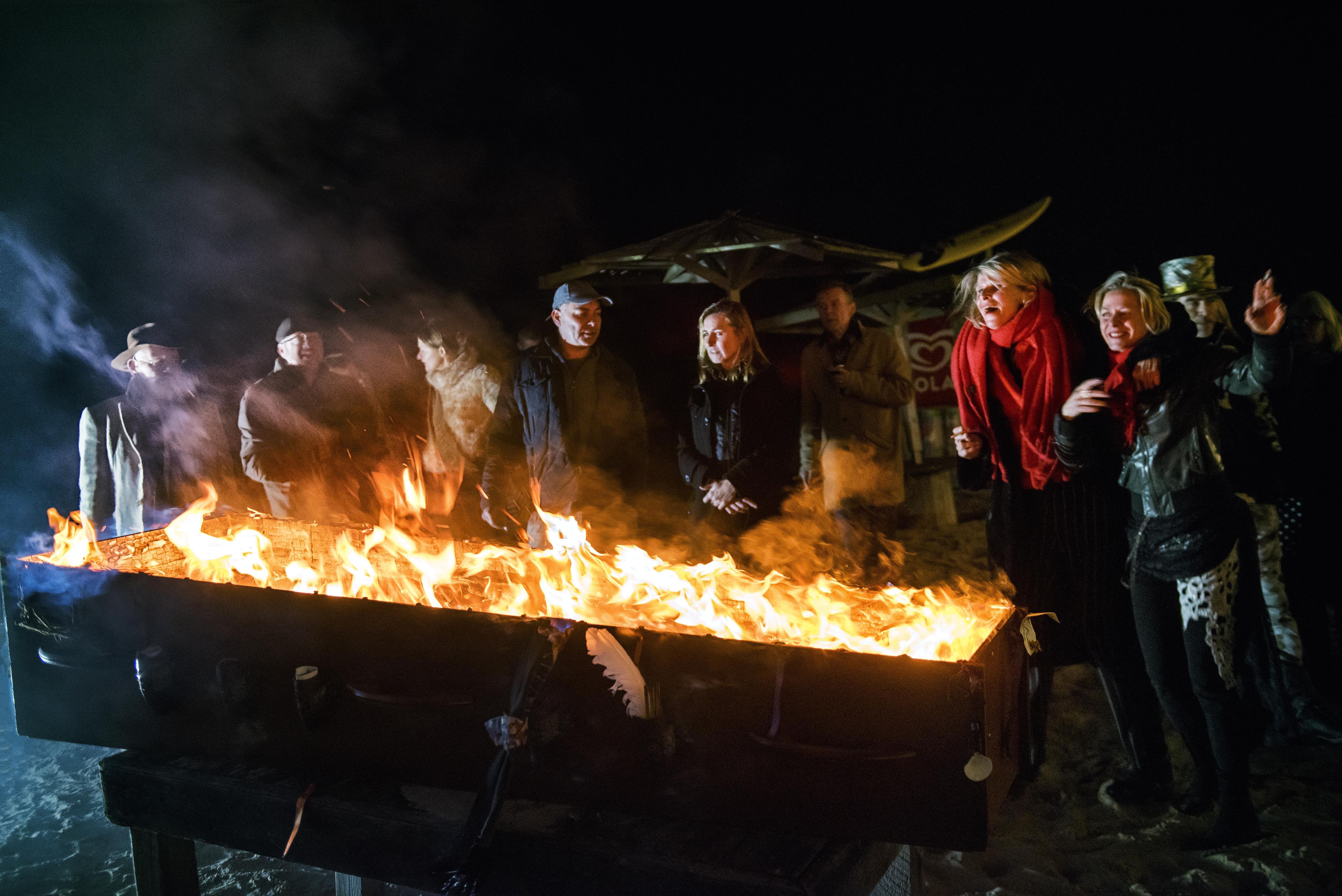 Vurige hemelpost van zee voor Arti op IJmuiderstrand