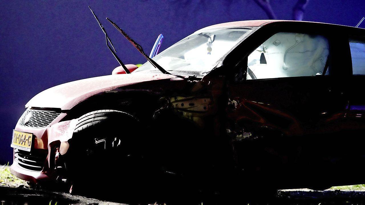 Twee auto's botsen op elkaar op N513 in Castricum, twee personen meegenomen naar ziekenhuis