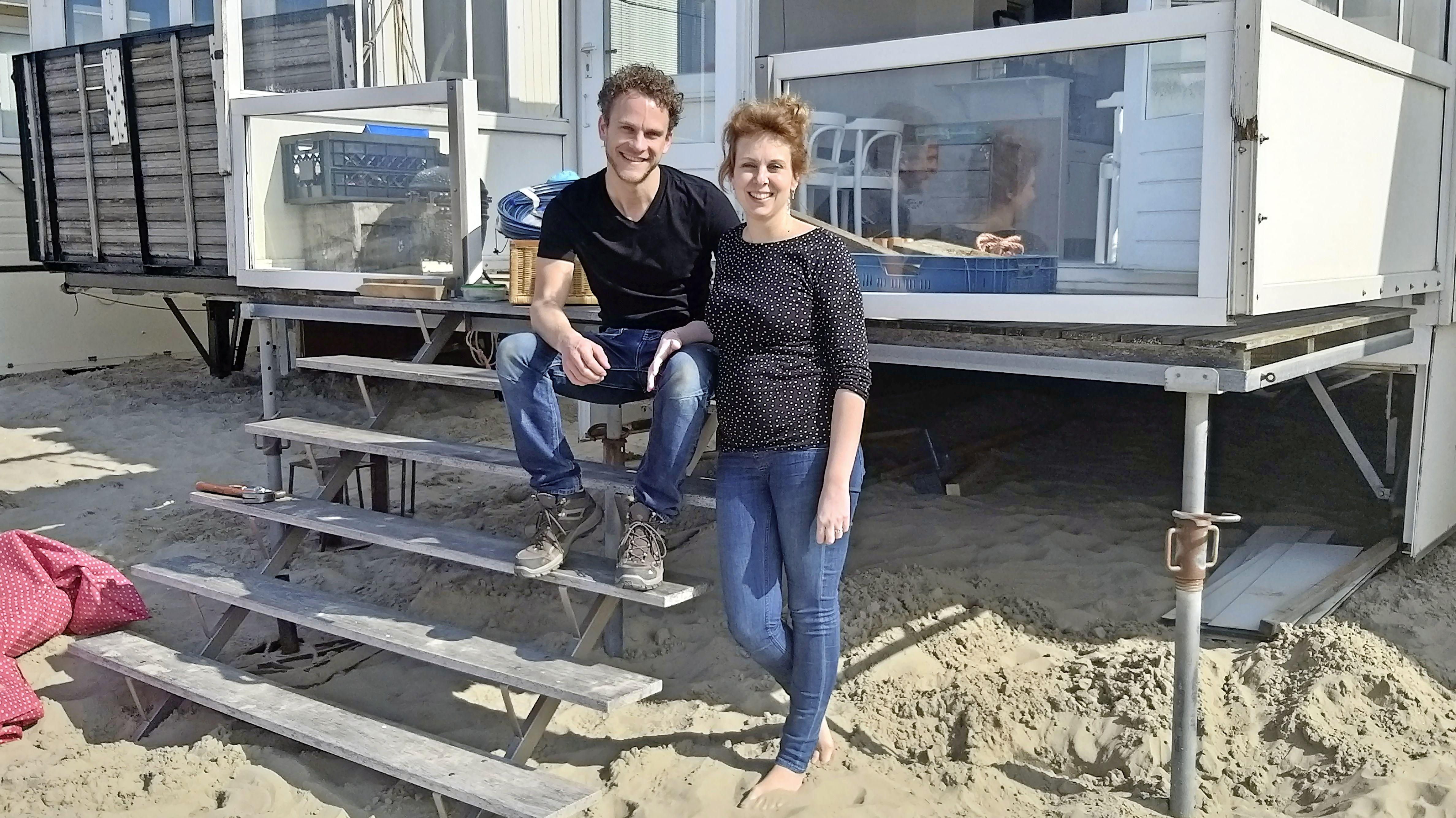 Op het IJmuiderstrand altijd een vakantiegevoel voor Leila en Thomas