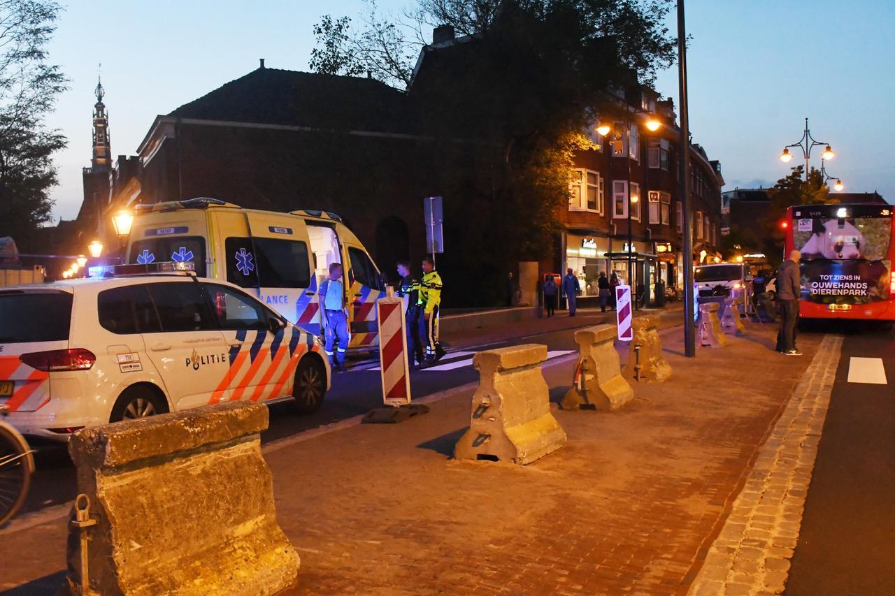 Twee ongevallen in korte tijd in Leiden; beide slachtoffers naar ziekenhuis