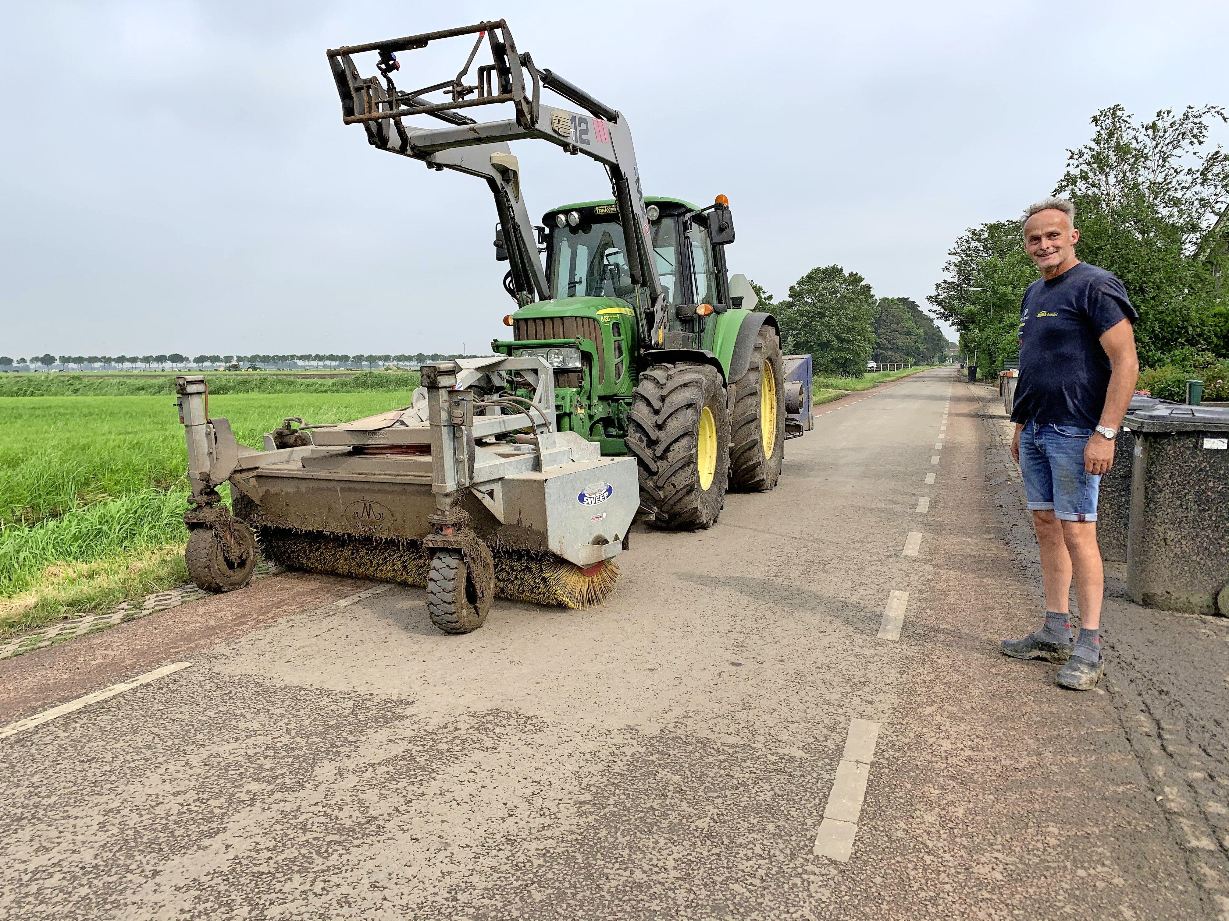 'Trekkers rijden als idioten voorbij'. Boeren, burgers en blubber verdragen zich moeilijk zodra auto in de sloot belandt [video]