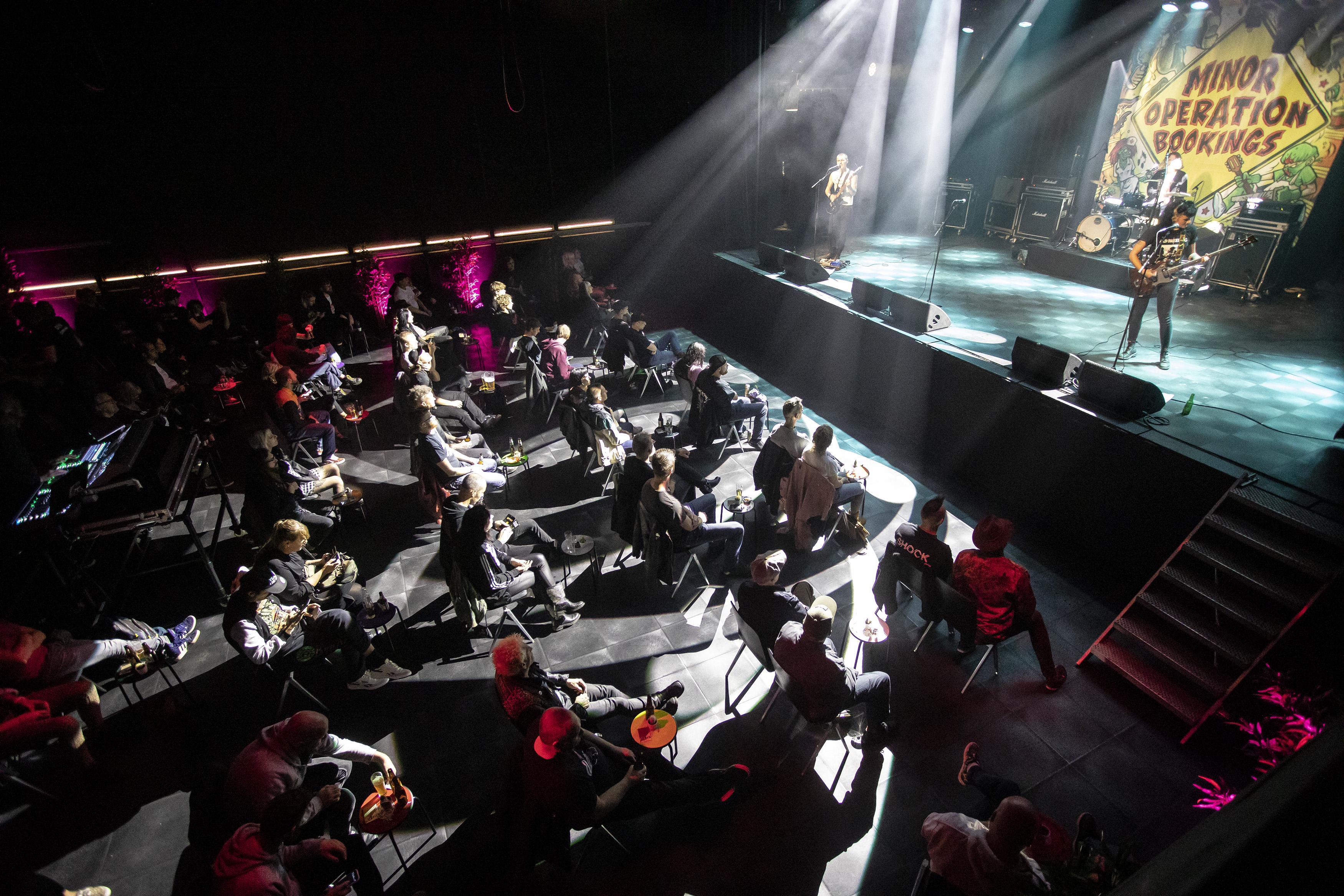 Net als elk jaar Punkrock ruïned my life in Patronaat Haarlem, met stoelen en anderhalve meter afstand