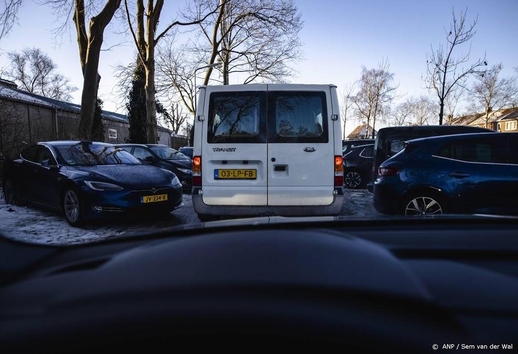 Op diverse plaatsen parkeerplekken bij schaatsgebieden al vol