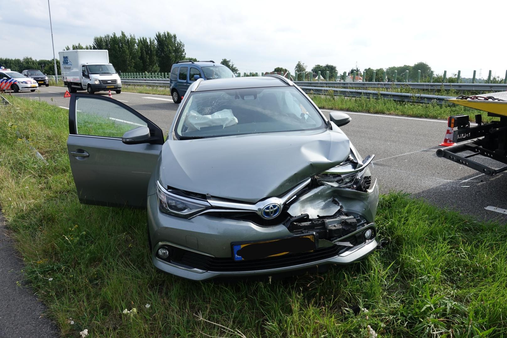 Een gewonde bij ongeluk met vier auto's op N235 in Watergang