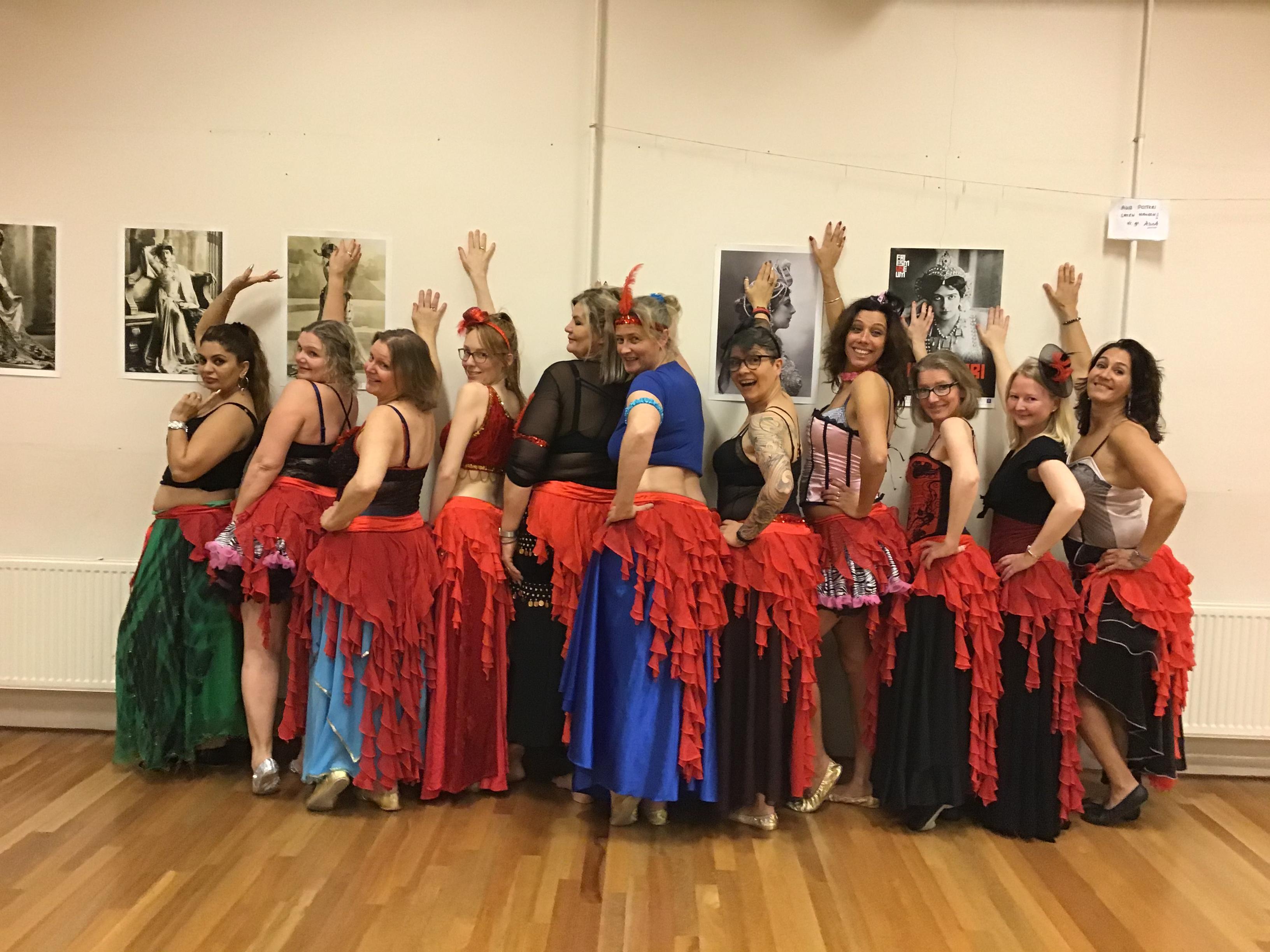 Buikdansschool Alina in Hoorn gaat 'Moulin Rouge': 'Niet ordinair of goedkoop'