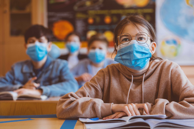 Is de tijd aangebroken voor mondkapjes ín de klas, zoals in veel andere landen?