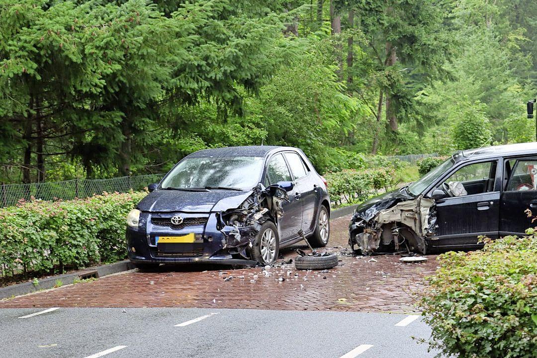 Eén persoon gewond bij botsing tussen twee voertuigen in Blaricum