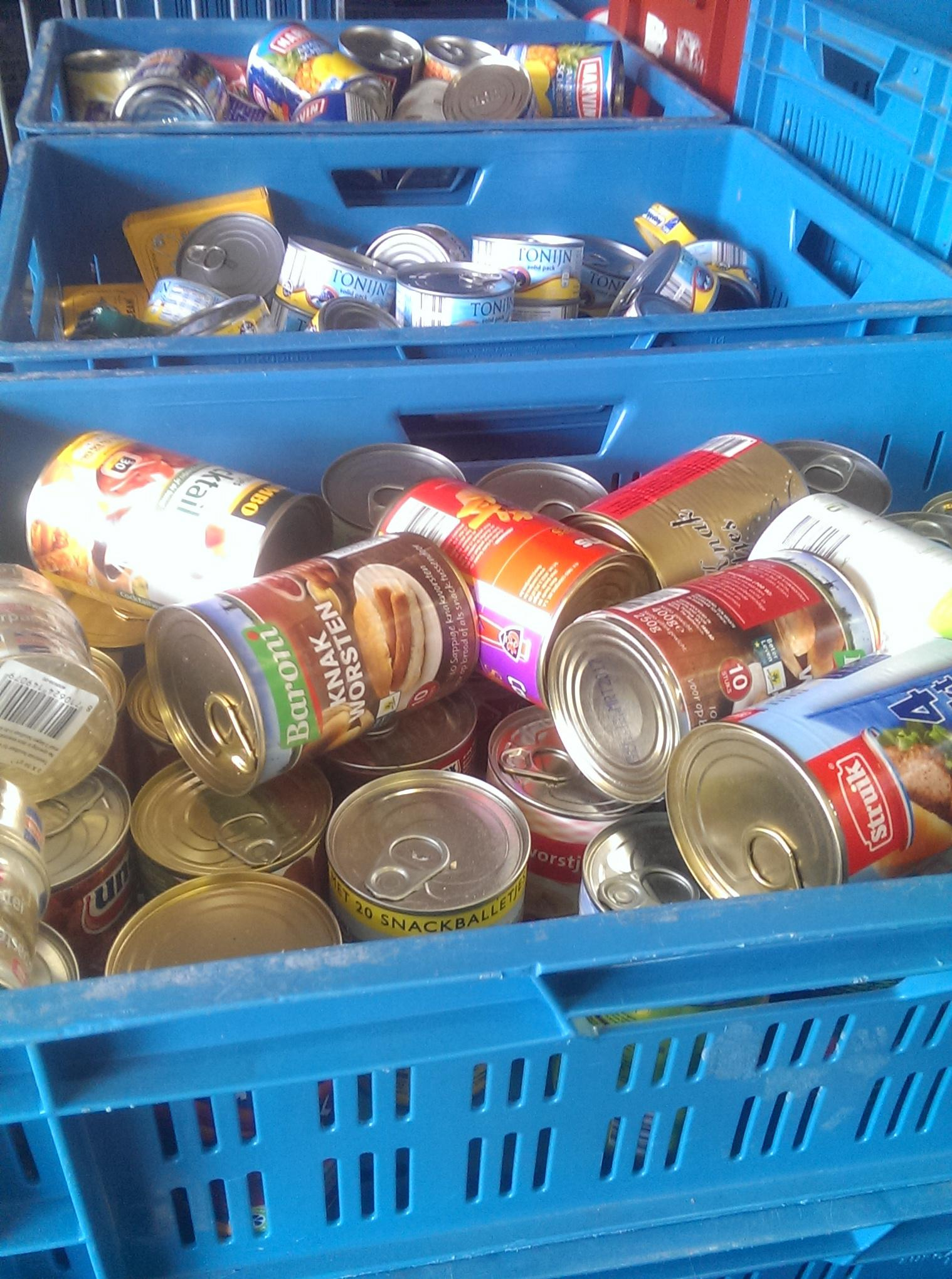 Ook de voedselbank Kop van Noord-Holland bezorgt als dat nodig is, om coronacrisis gesloten horecazaken bieden hun eten aan