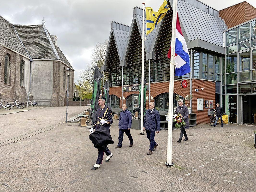Voor burgemeester Jaeger is geen dodenherdenking in Oostzaan nooit een optie geweest