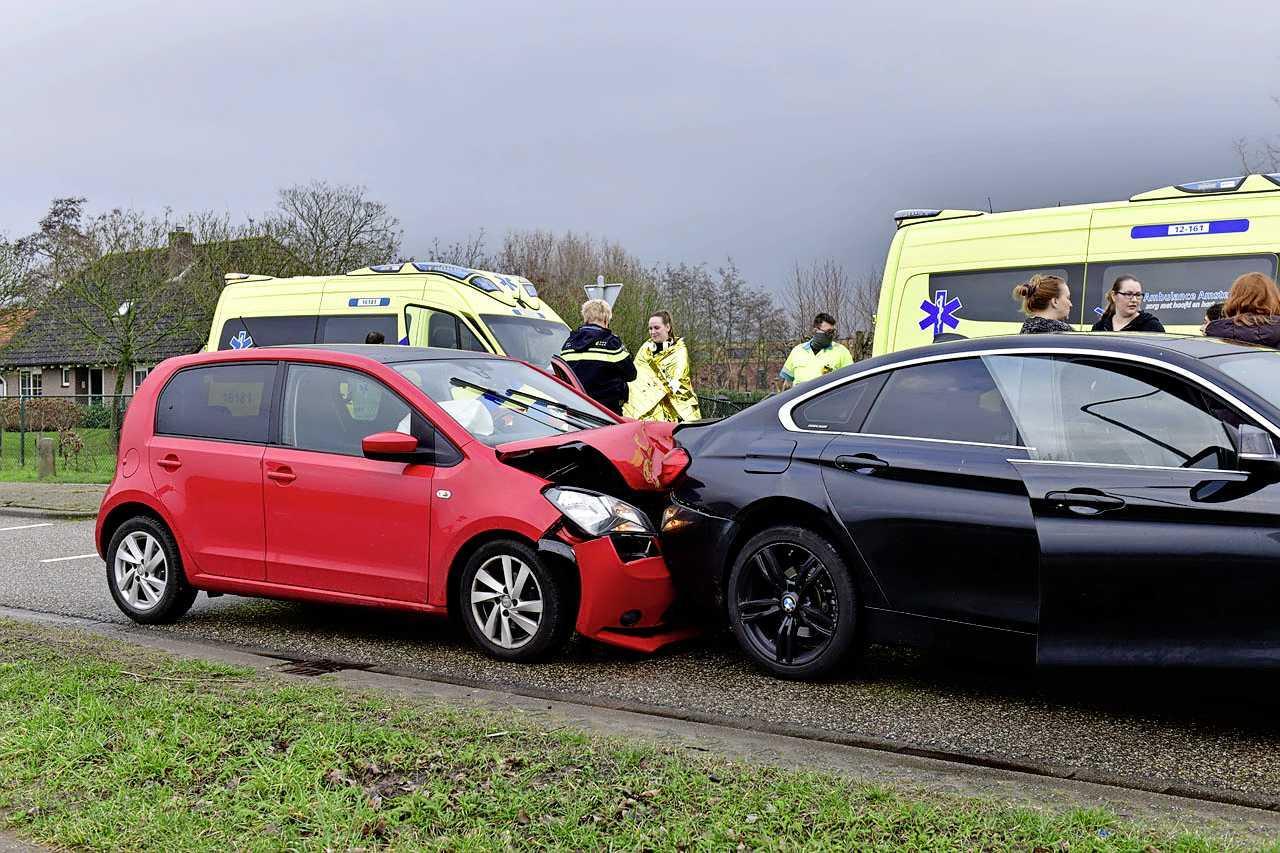 Twee gewonden bij botsing in Nieuw-Vennep