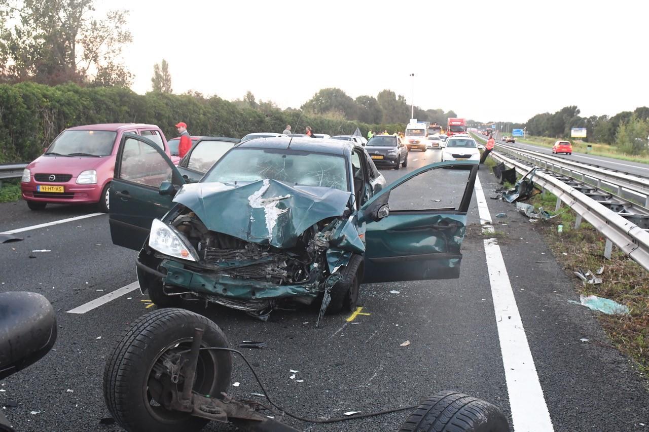 Ernstig ongeval met meerdere voertuigen op de Rijksweg bij Oegstgeest, weg richting Amsterdam weer vrij [update]