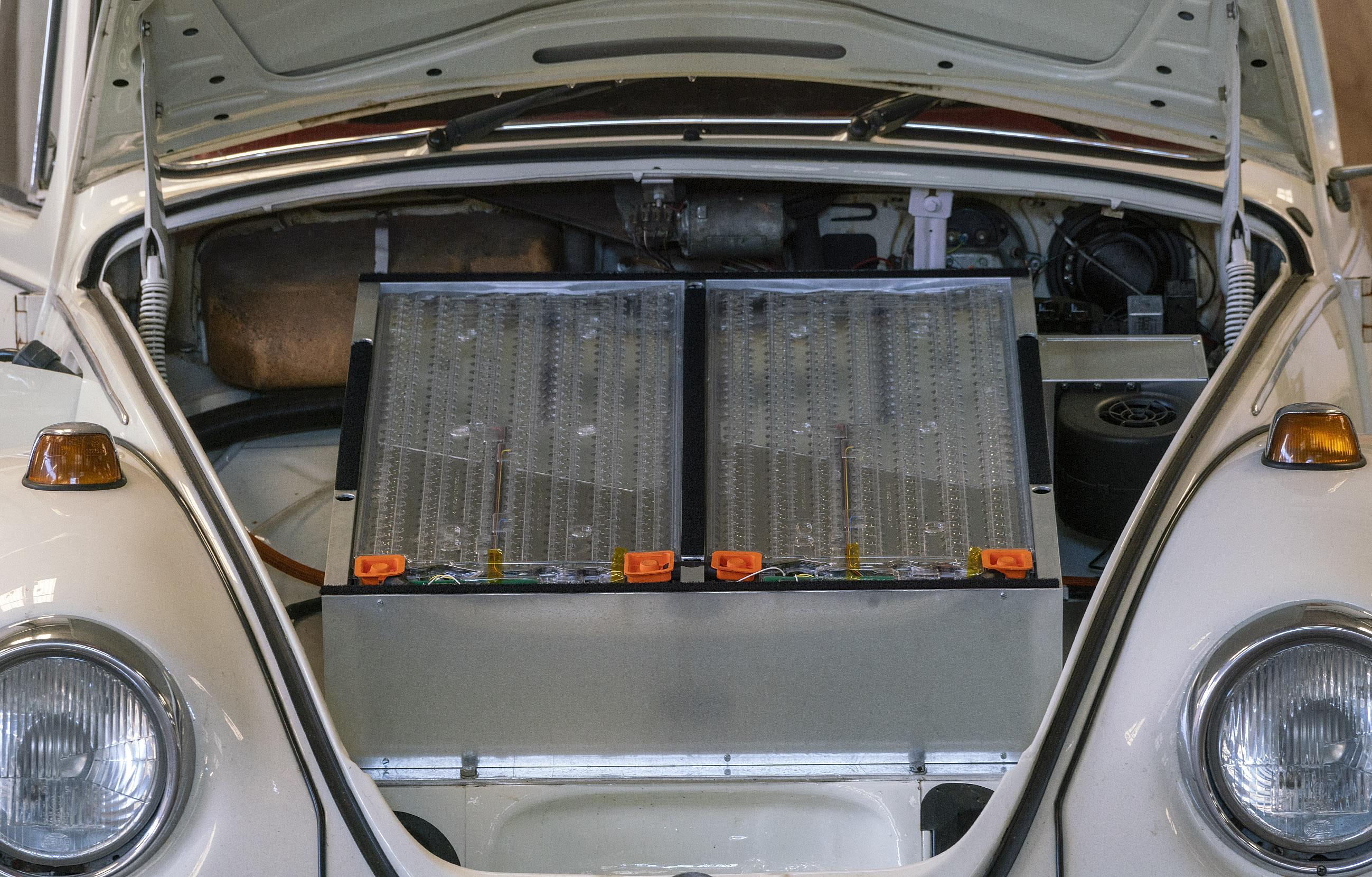 Oldtimers worden omgebouwd tot stekkerauto's: zelfs eigenaren van Maserati's, Aston Martins en Porsches bellen gespecialiseerd bedrijfje in Limmen