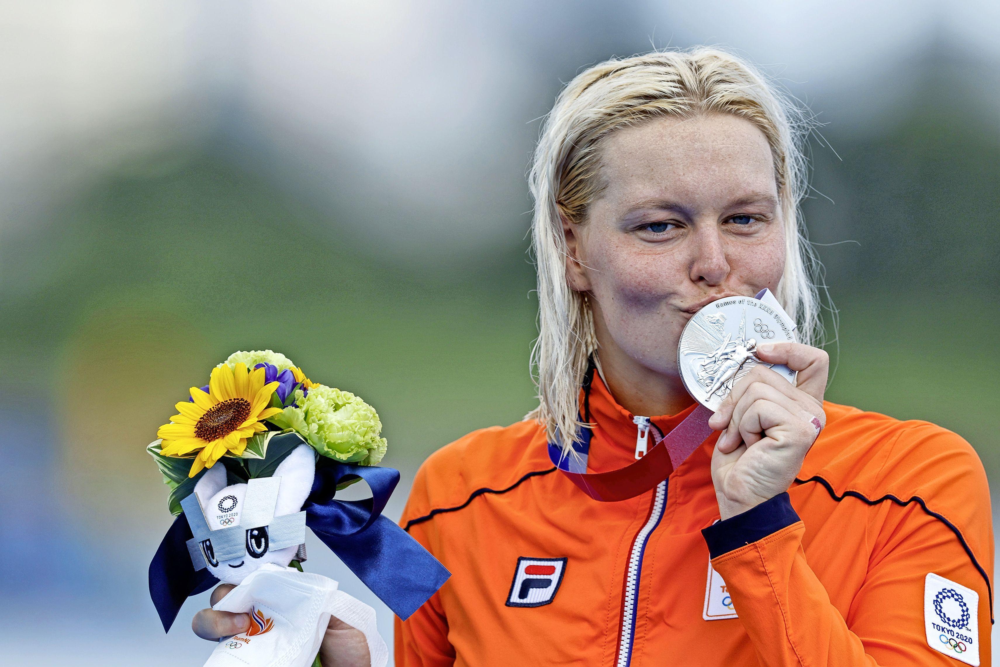 Sharon van Rouwendaal zwemt in Tokio berekenend naar olympisch zilver [video]