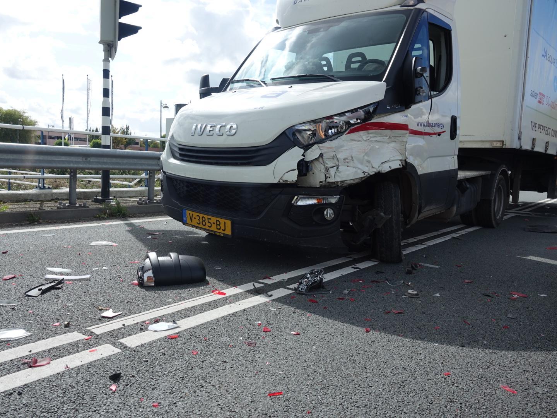 Twee gewonden bij botsing bakwagen en auto op N242 Heerhugowaard