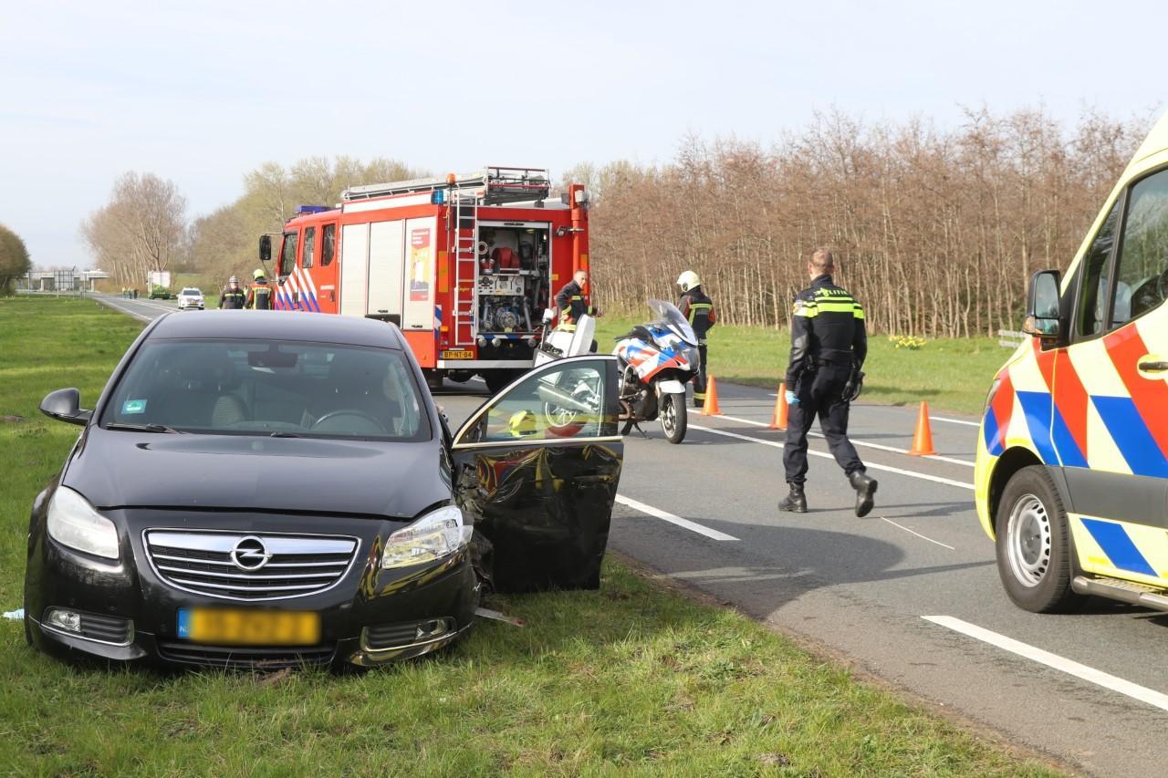 Auto botst tegen vrachtwagen in Noordwijk; N206 afgesloten