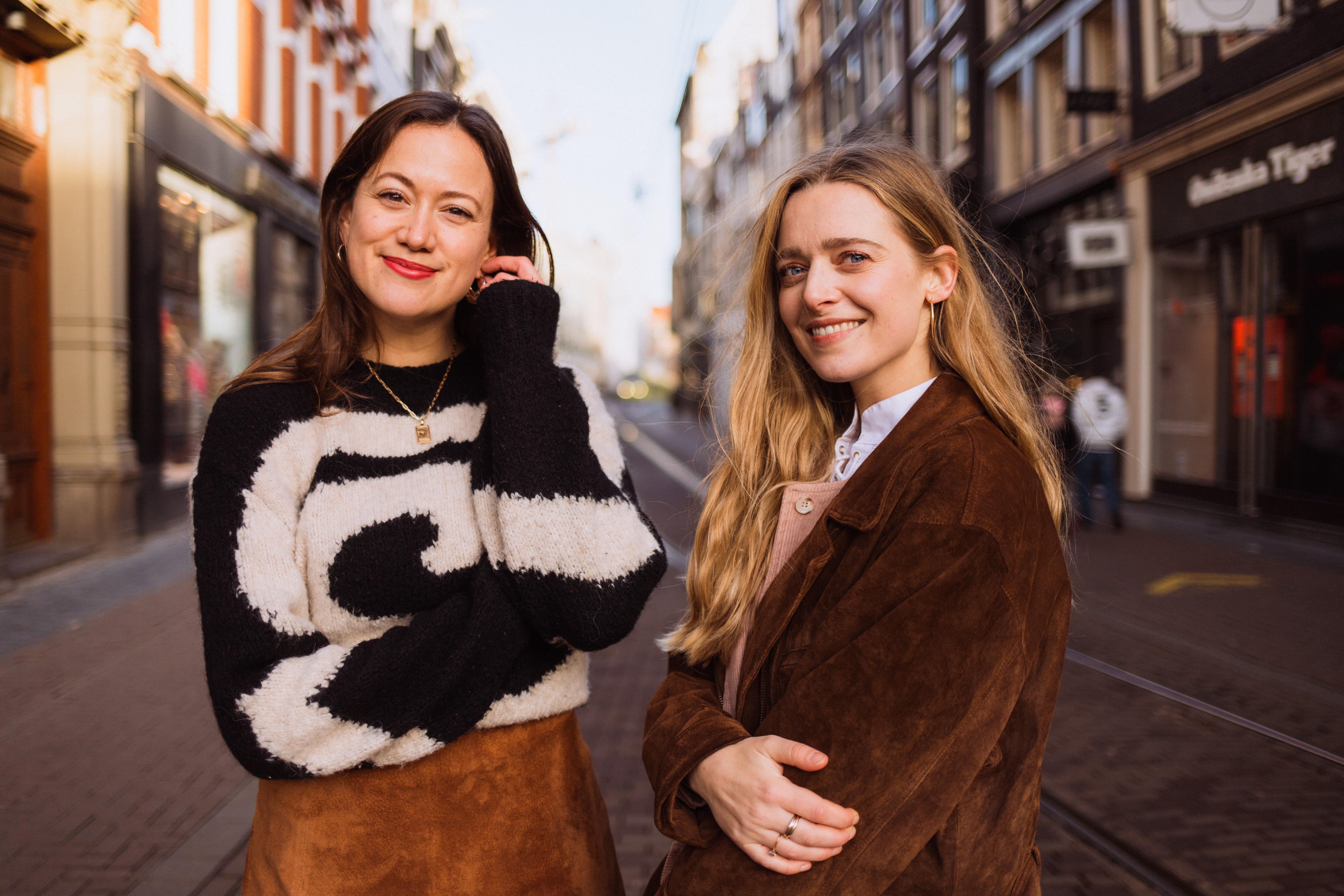 Een detox voor de kooplust: Marieke en Sara gaan de uitdaging aan om een half jaar helemaal geen kleding te kopen